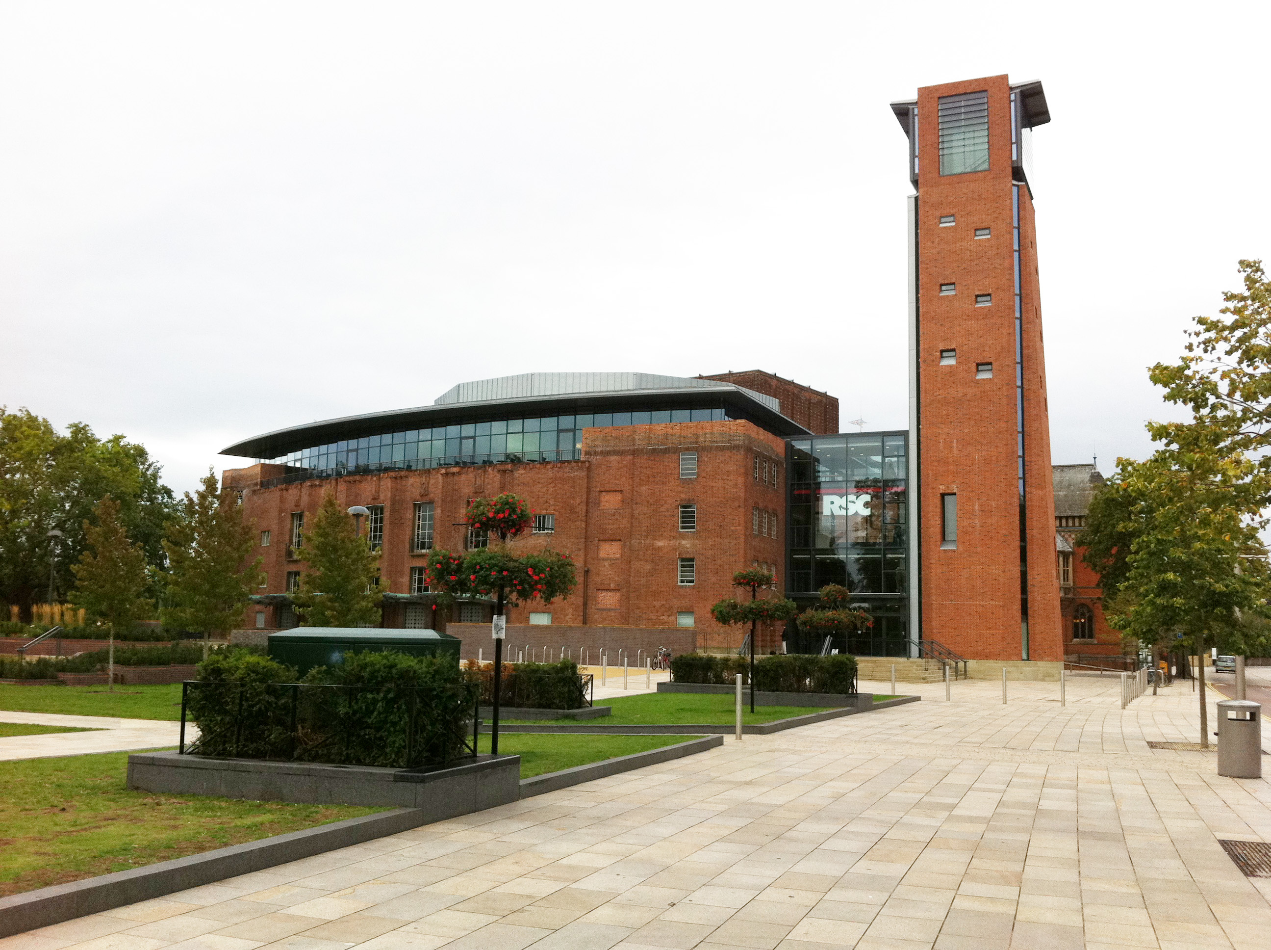''Renovated Royal Shakespeare Theatre'' in [[Stratford-upon-Avon