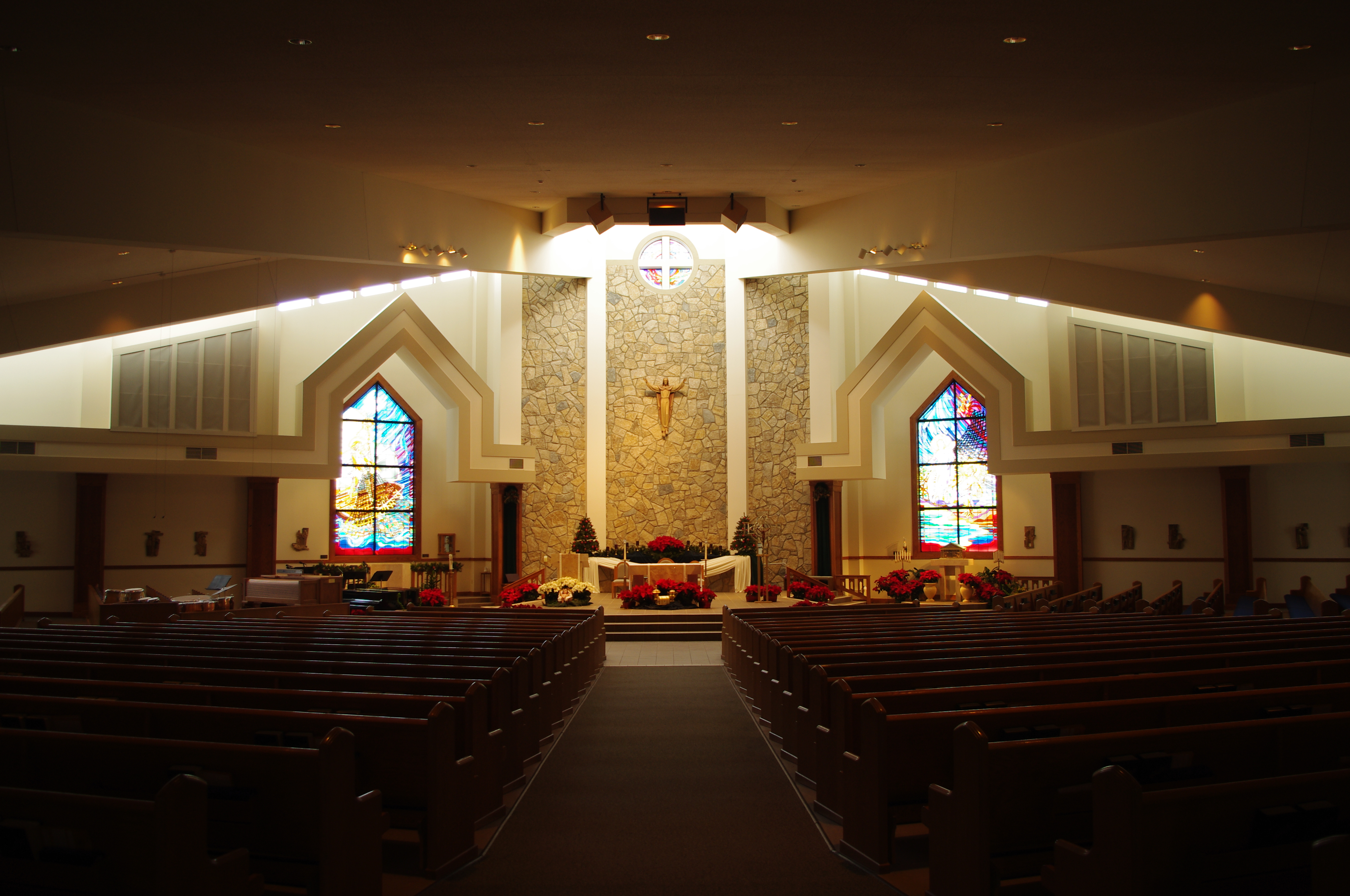 File:Saint_Peter_Catholic_Church_(Columbus,_Ohio)_ _interior,_decorated_for_Christmas on Modern Church Interior