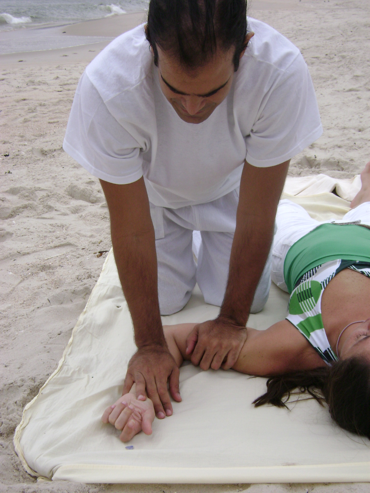 https://upload.wikimedia.org/wikipedia/commons/b/bf/Shiatsu_4.jpg