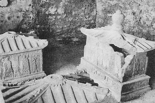 Stone_sarcophagus_of_King_Eiso.JPG