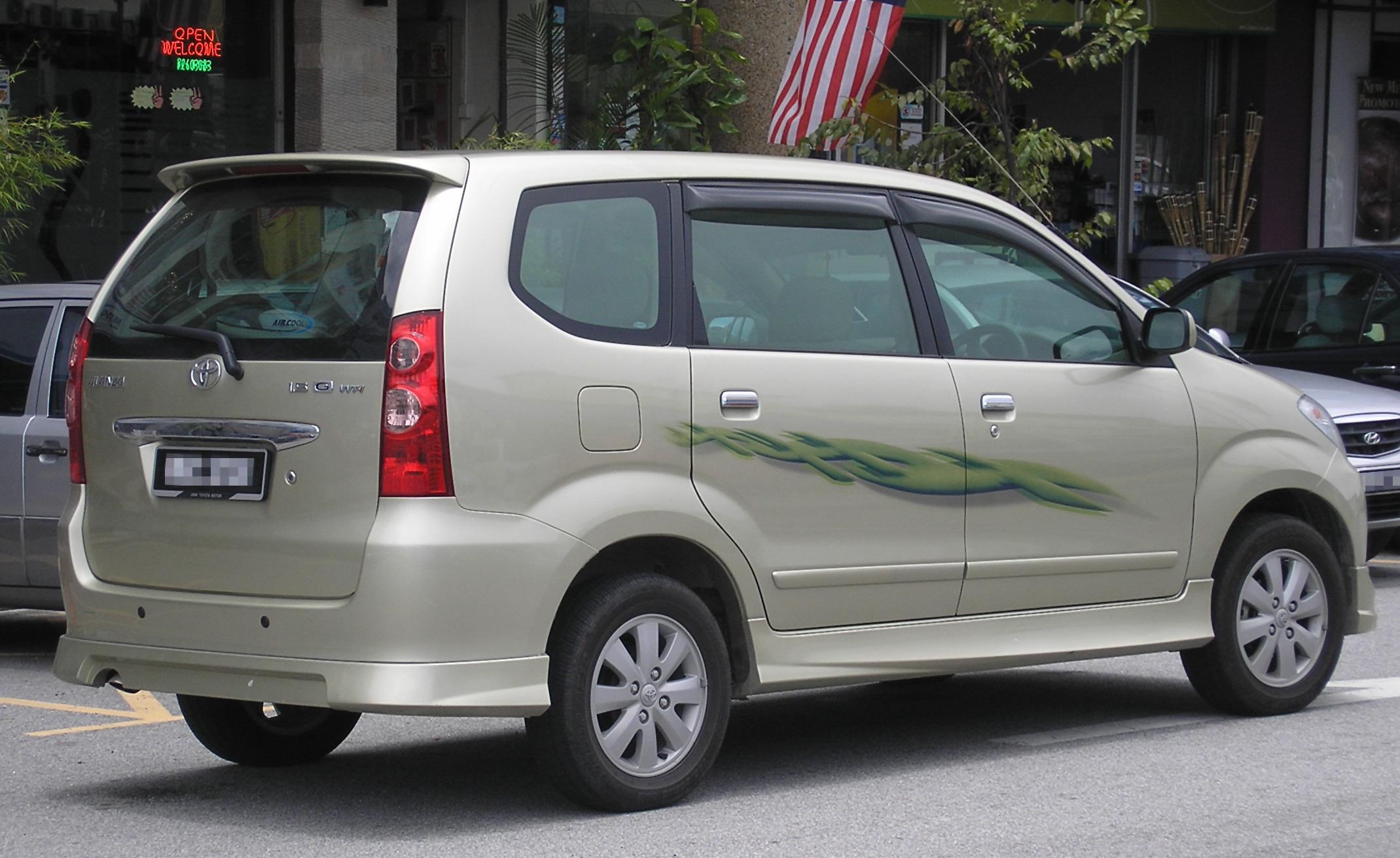 ファイル:Toyota Avanza (first generation, first facelift) (rear