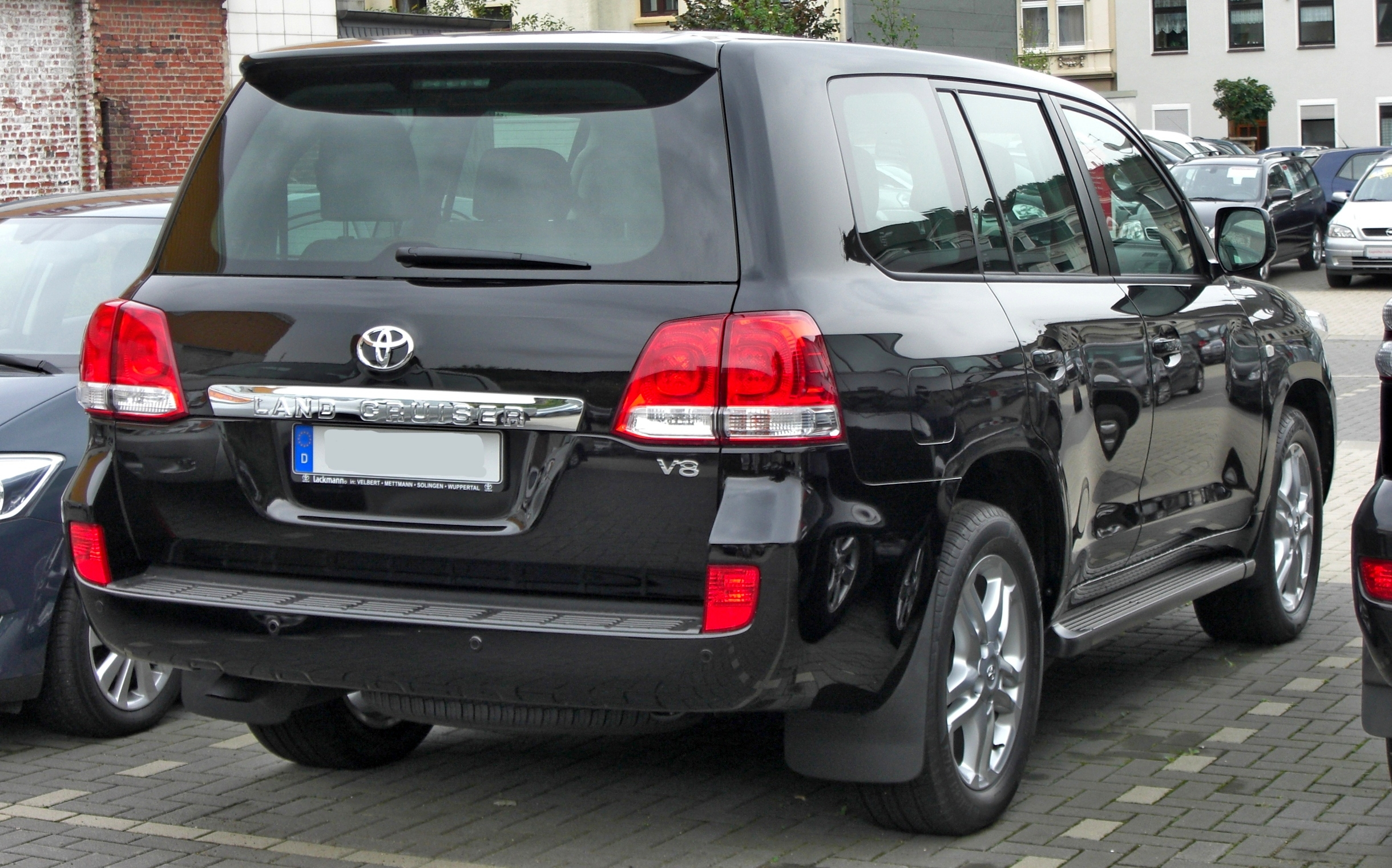 File Toyota Land Cruiser V8 Rear Jpg Wikimedia Commons