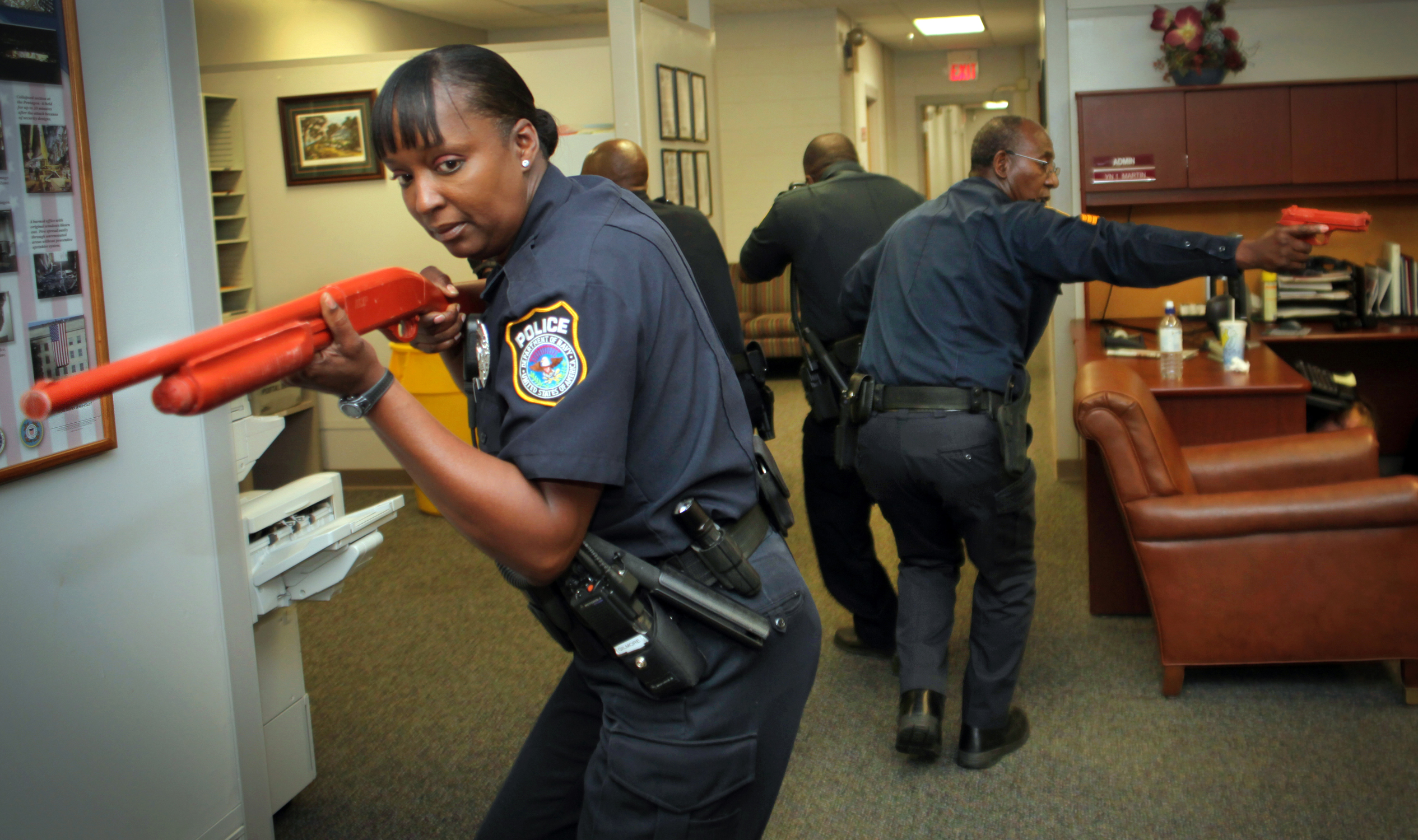 File us navy 100425 n 6046s 004 security officers from naval support activity mid south search a - Security officer training online ...