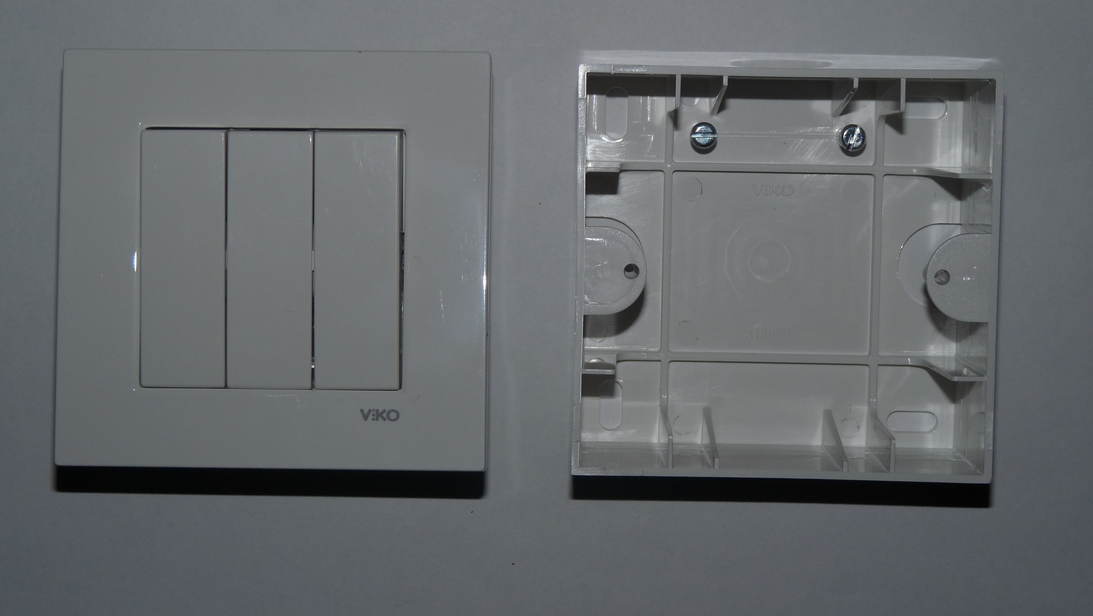 File:VIKO light switch with fitting box.JPG - Wikimedia Commons