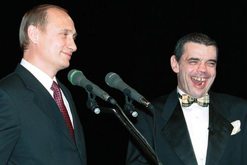 https://upload.wikimedia.org/wikipedia/commons/b/bf/Vladimir_Putin_with_Konstantin_Raykin-2.jpg