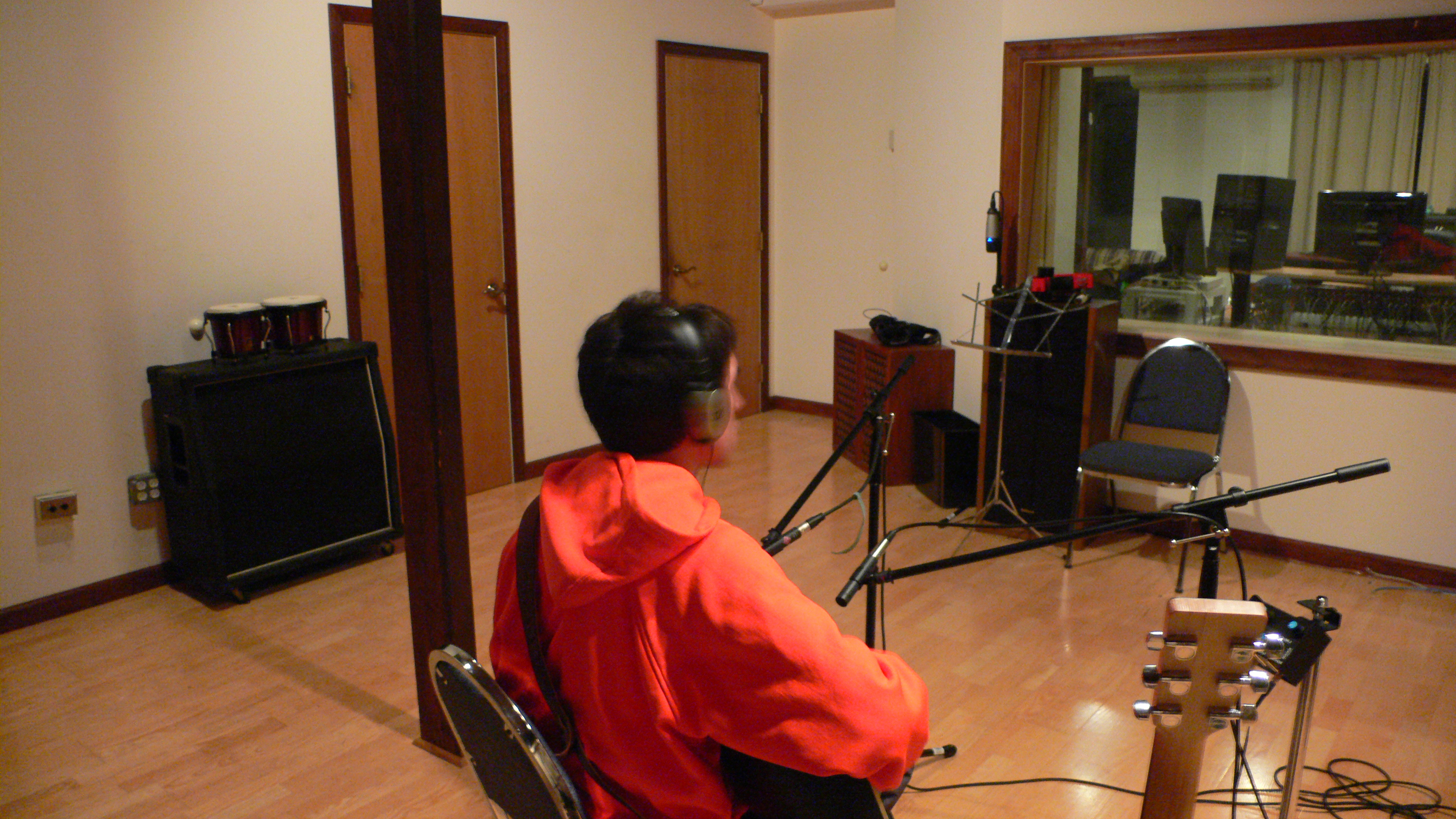 File:Wrong Side of Dawn acoustic guitar recording 2008-12-28 - Back of  Nelson's head (by Nelson Pavlosky).jpg - Wikimedia Commons