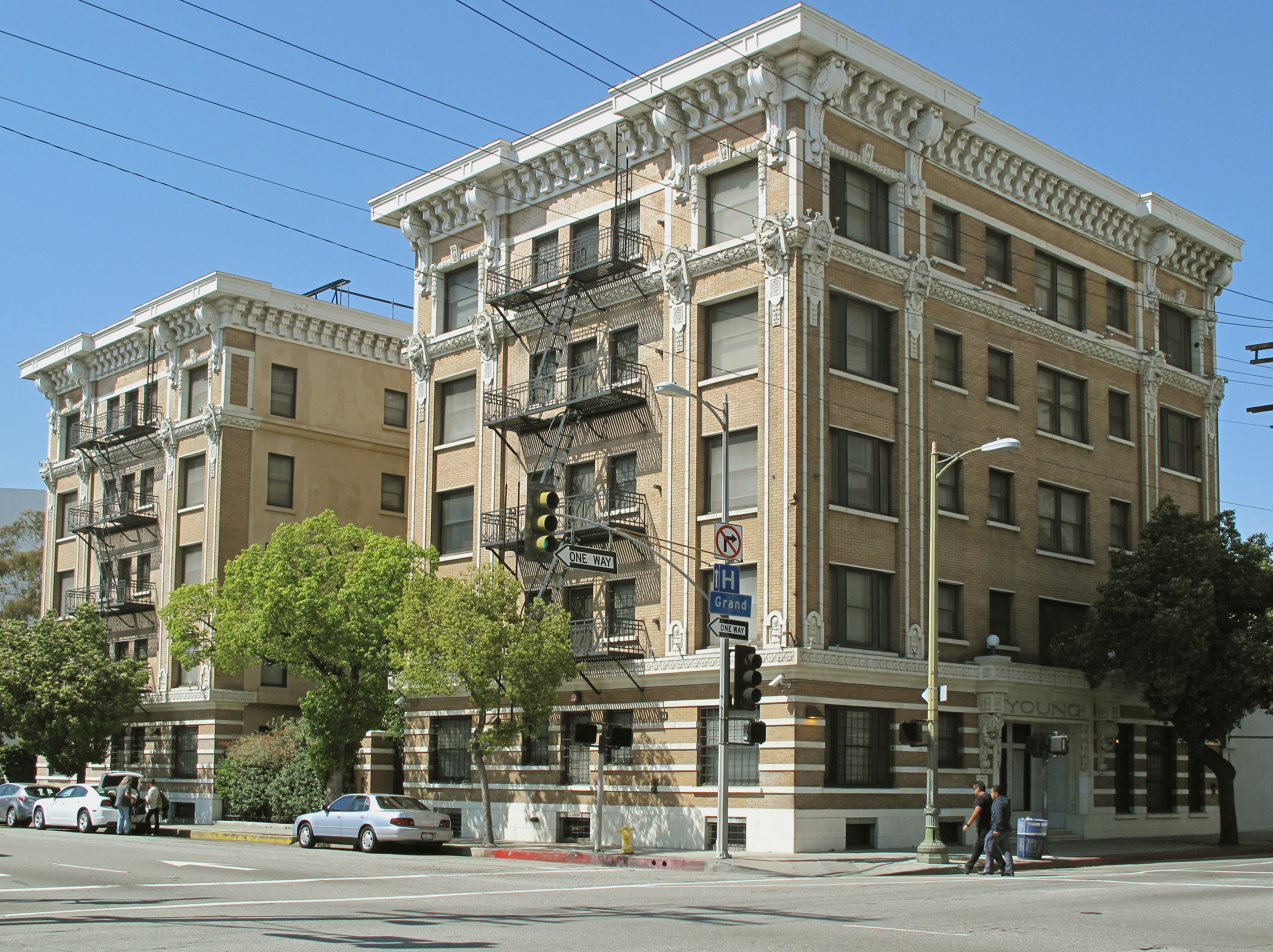 File:Young Apartments, 1621 S. Grand Ave., Los Angeles.jpg