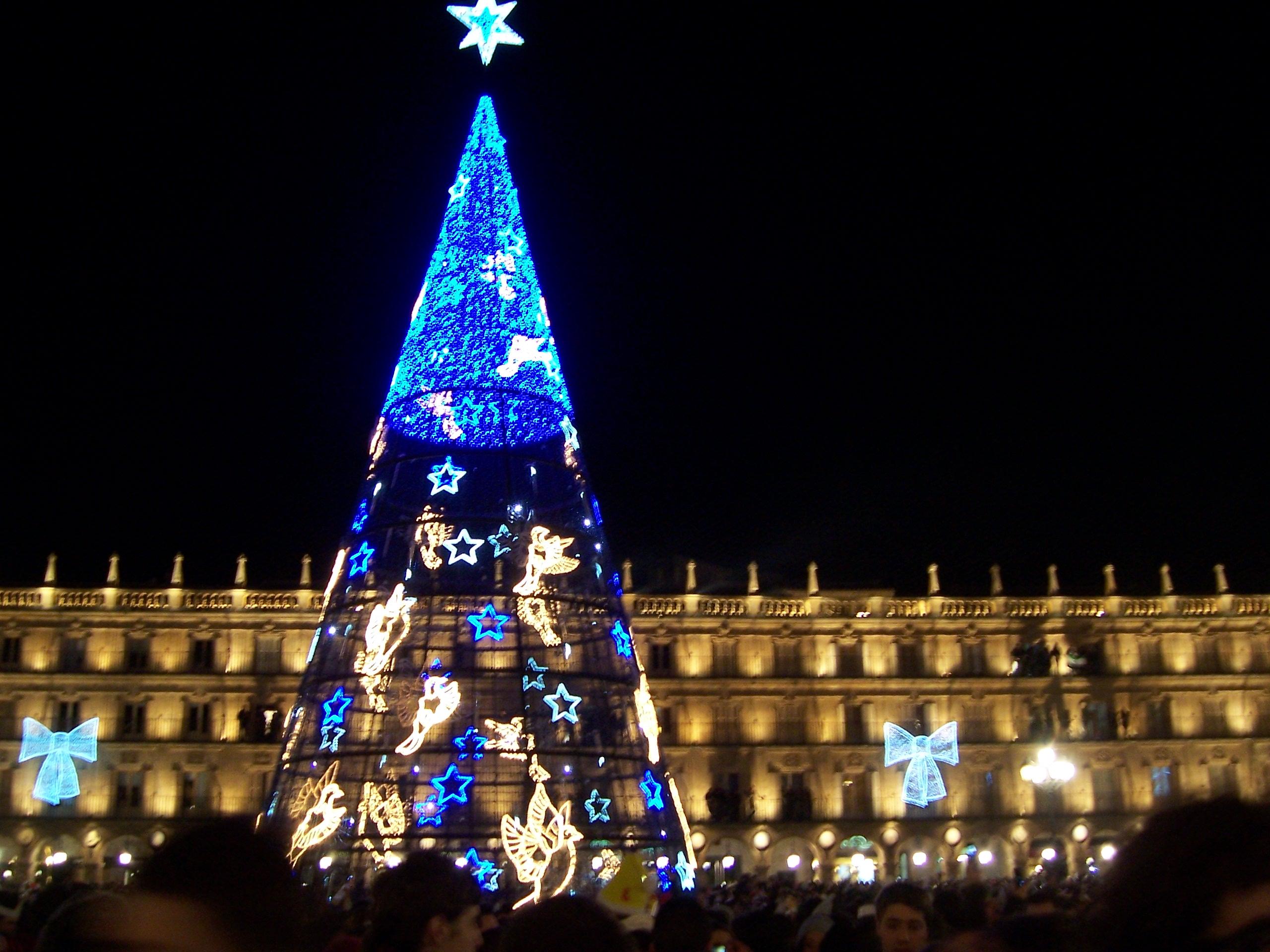 filerbol de navidad en la plaza mayorjpg