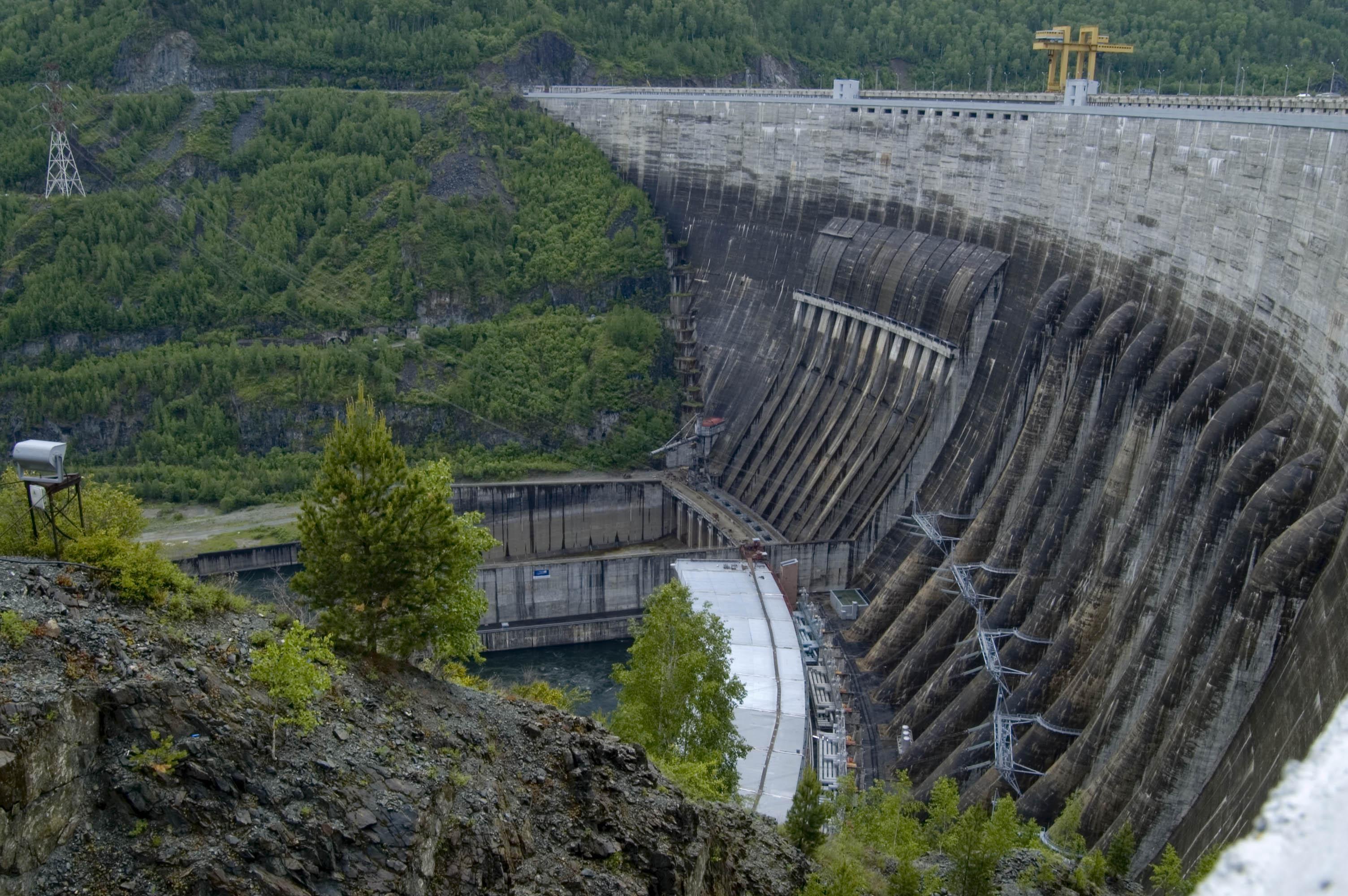 Energichny Energetik.  Гидроэлектростанция (ГЭС) - электростанция, вырабатывающая энергию за счет падающей воды...