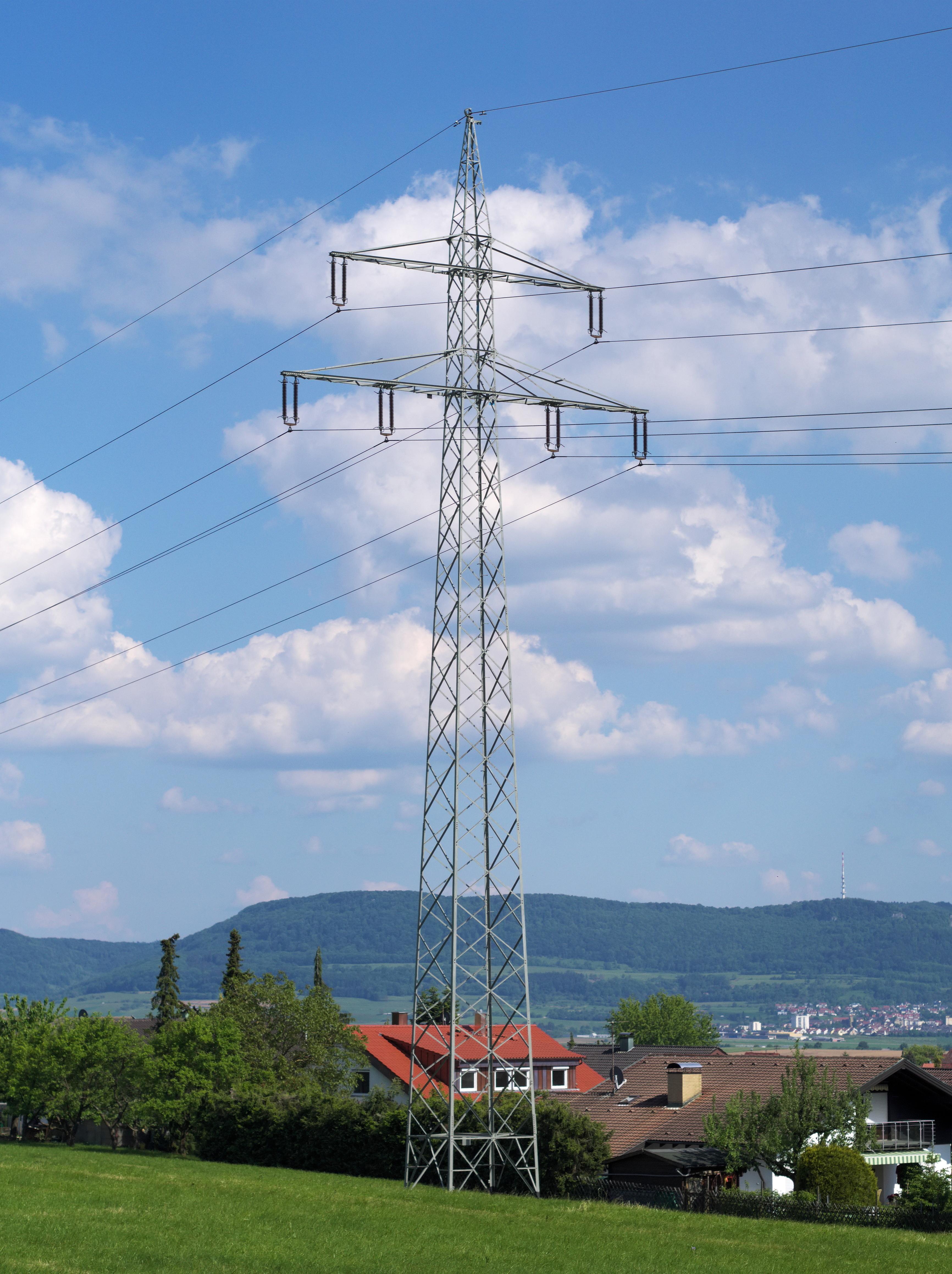 File:110-kV-Donaumast.jpg - Wikimedia Commons