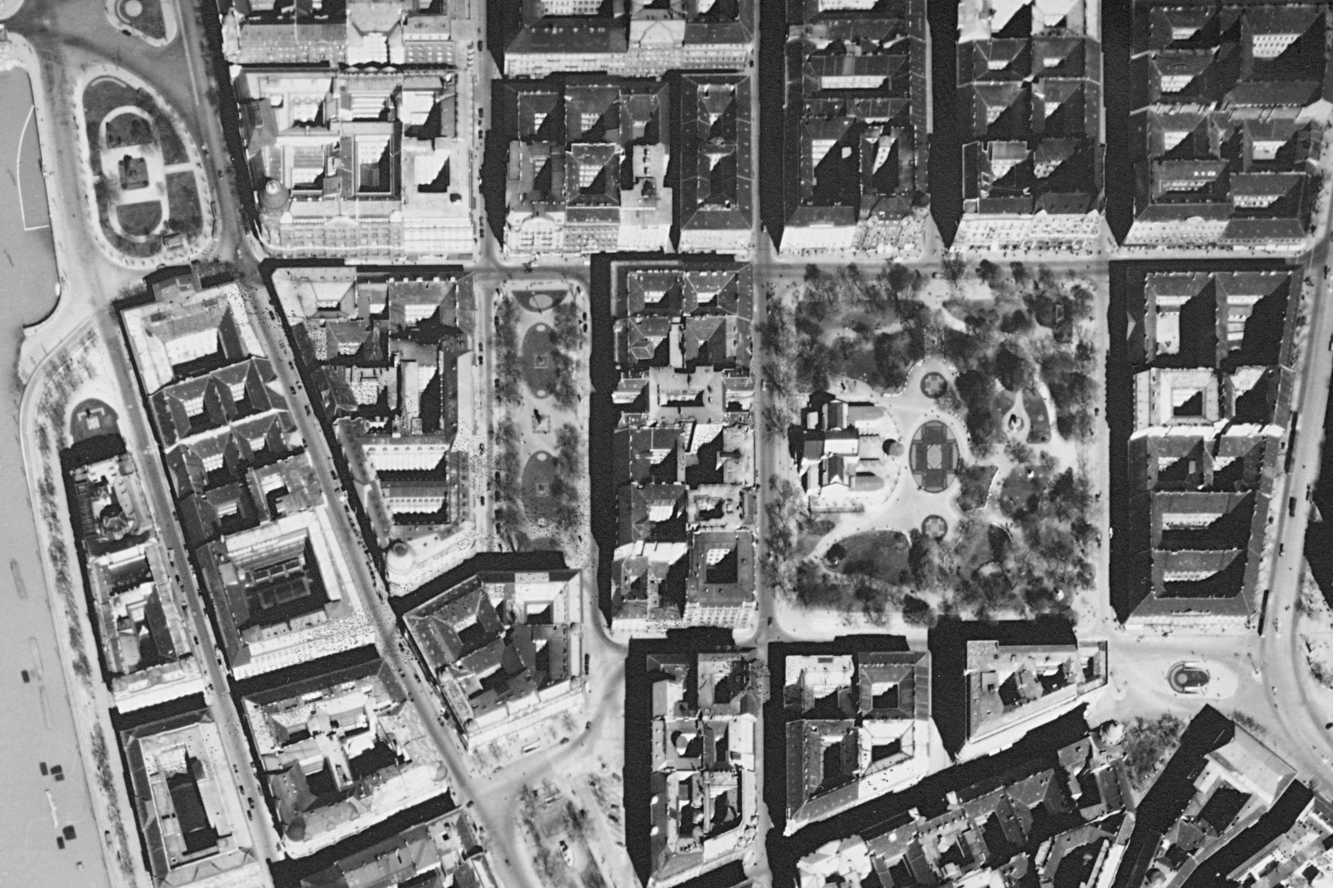 1944 budapesti légifelvétel - József nádor tér, Erzsébet tér - crop from fortepan 109128.jpg