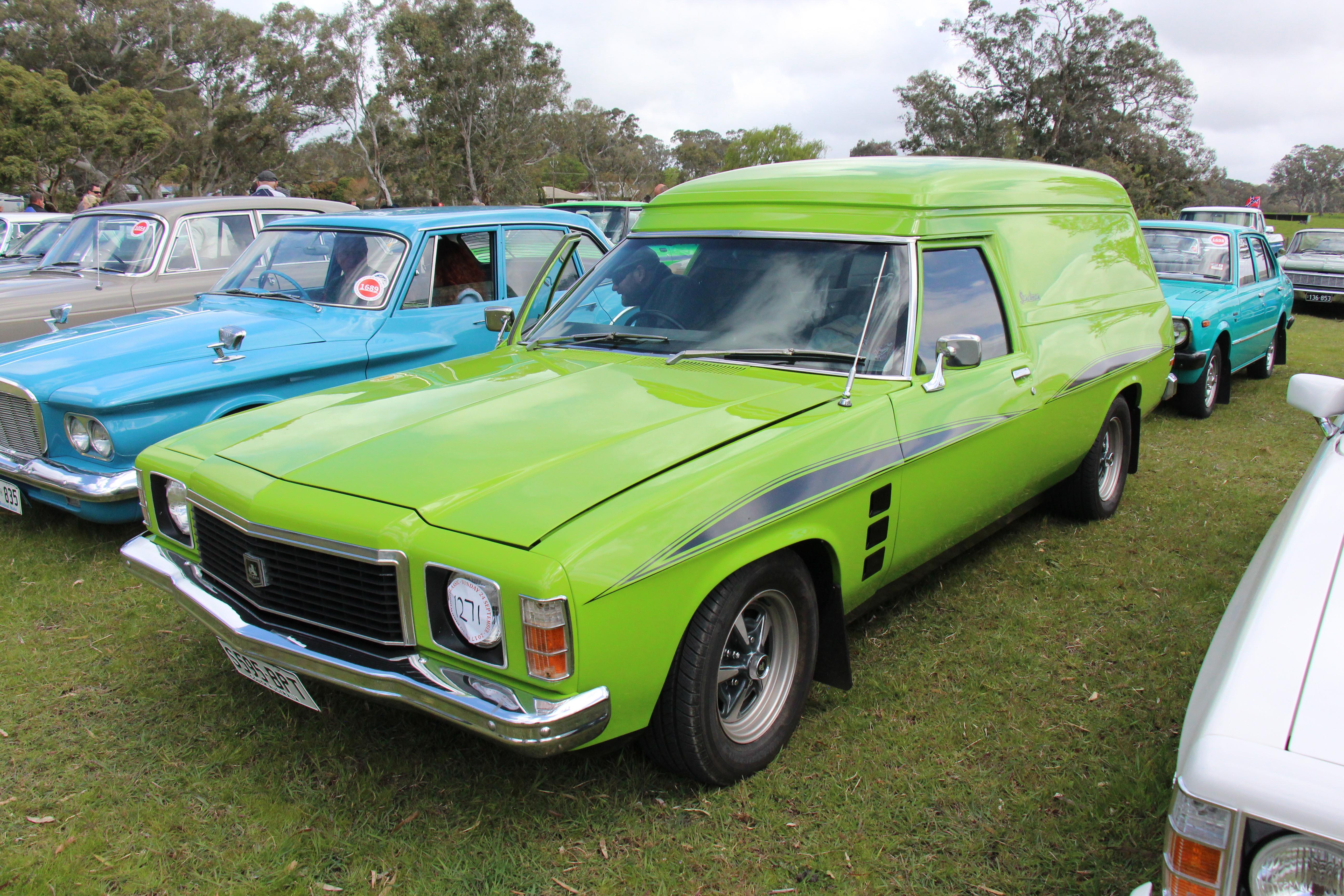 1975_Holden_HJ_Sandman_Panel_Van_%283721