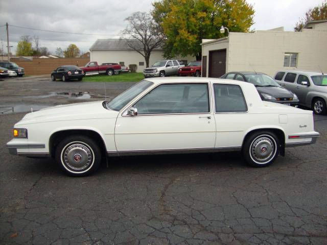 File:1986 Cadillac Coupe Deville left.jpg - Wikimedia Commons