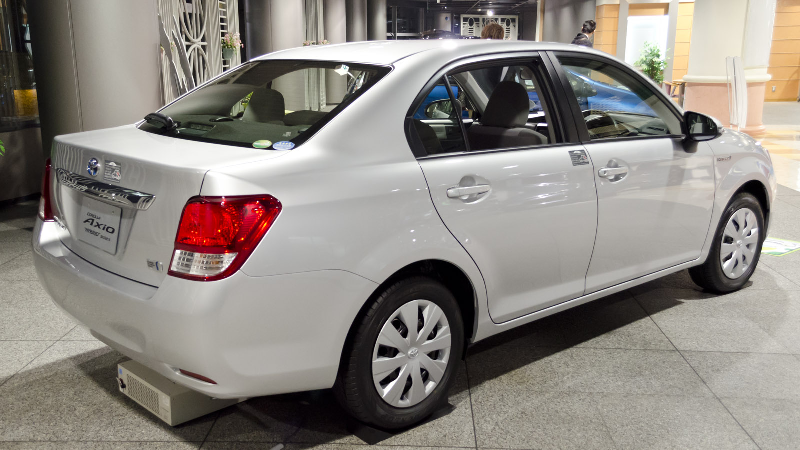 File 2013 Toyota Corolla Axio Hybrid 02 Jpg Wikimedia