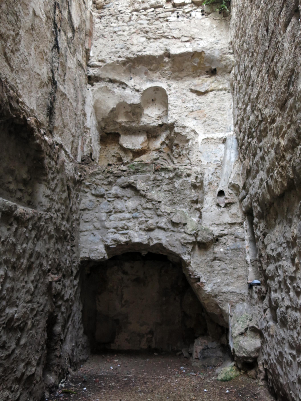 File 419 Restes De La Muralla Romana C Ballesteries 42 44 Vora La