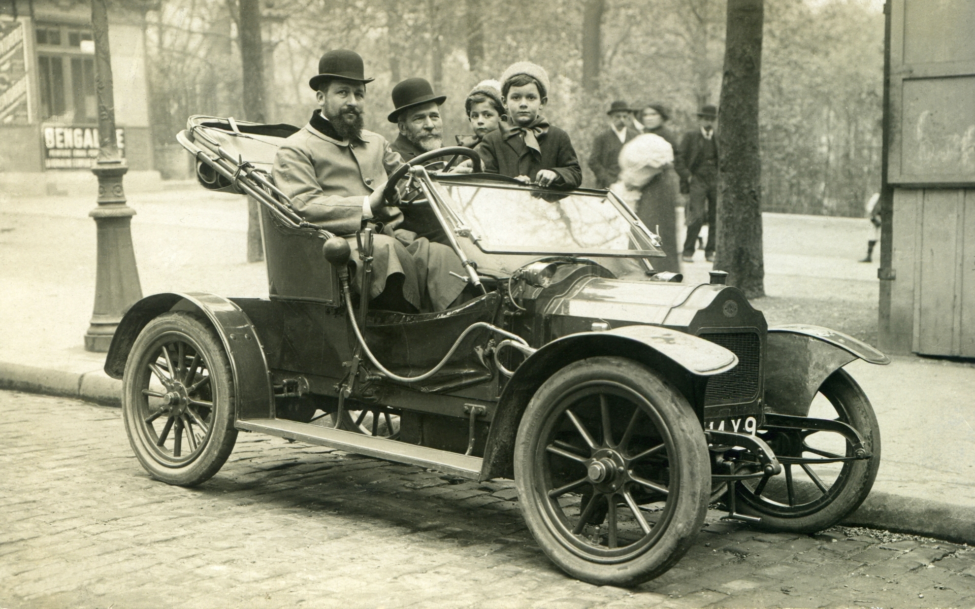 Файл:A Brouhot car in Paris, 1910.jpg
