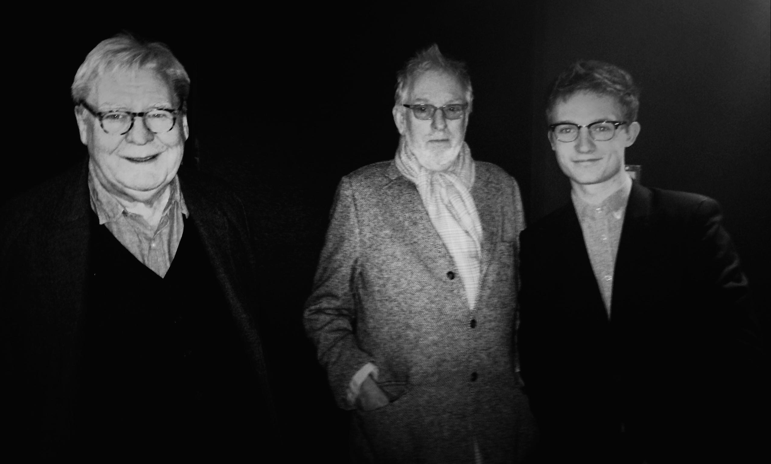 Hugh Hudson (en el centro en la foto) director de Carros de Fuego por cuya banda sonora Vangelis obtuvo su primer premio Oscar en 1982
