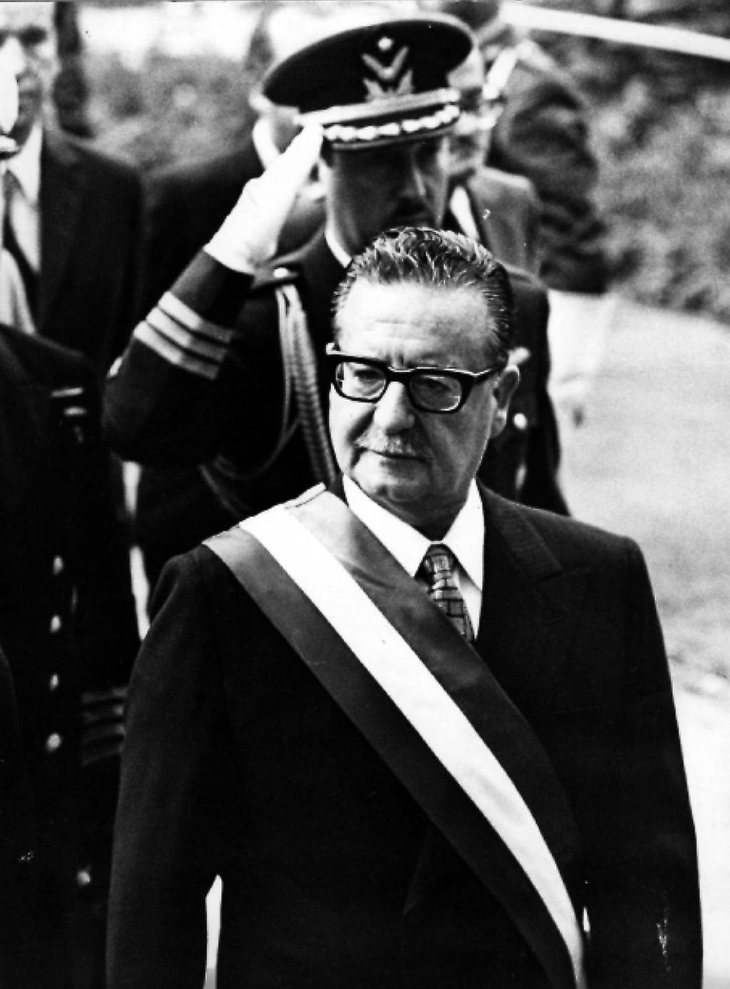 an introduction to the life and political history of salvador allende gossens Salvador isabelino allende gossens [1] allende's involvement in chilean political life spanned a period of history of chile under salvador allende and the.