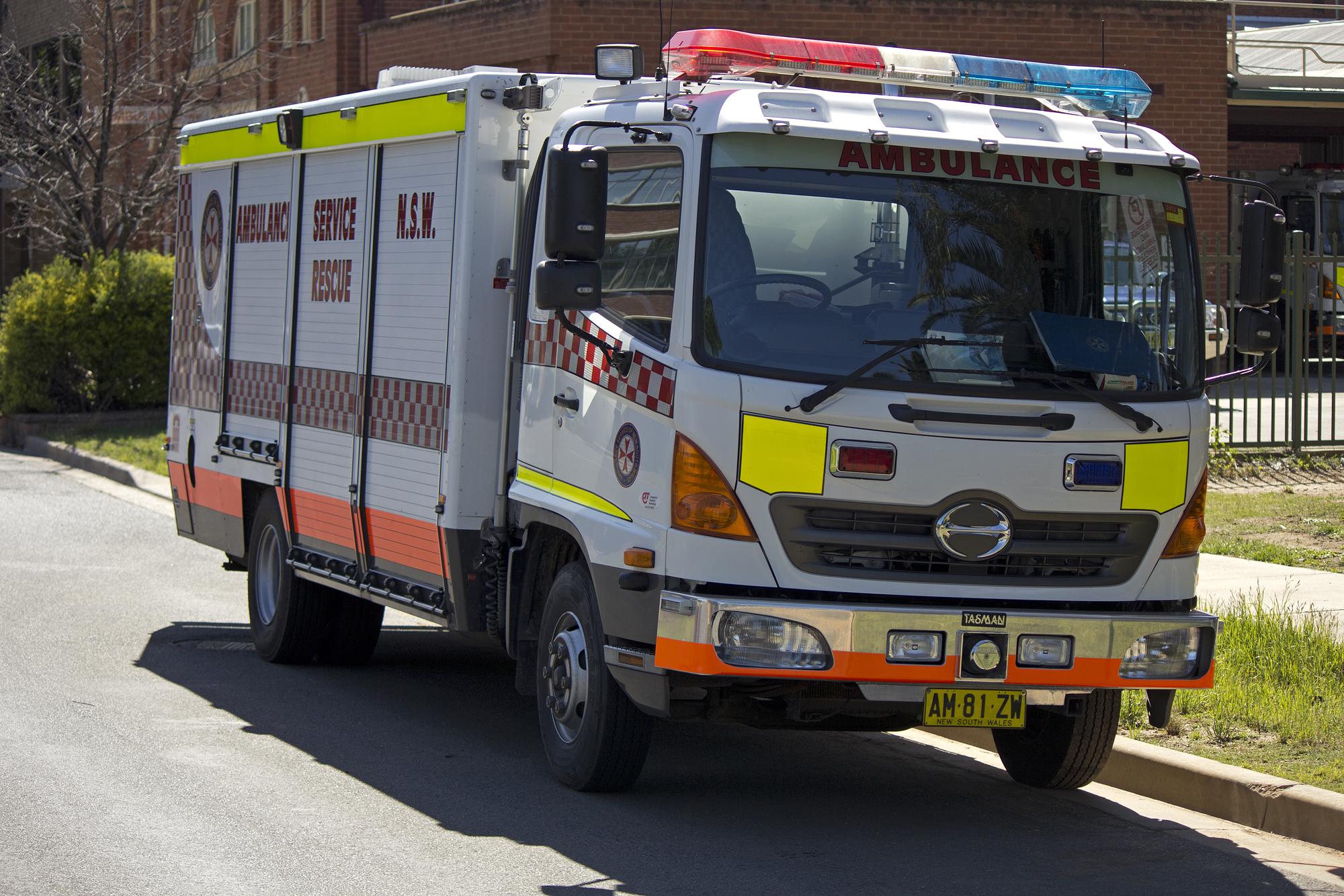 file ambulance service of new south wales rescue hino ranger  file ambulance service of new south wales rescue hino ranger 4