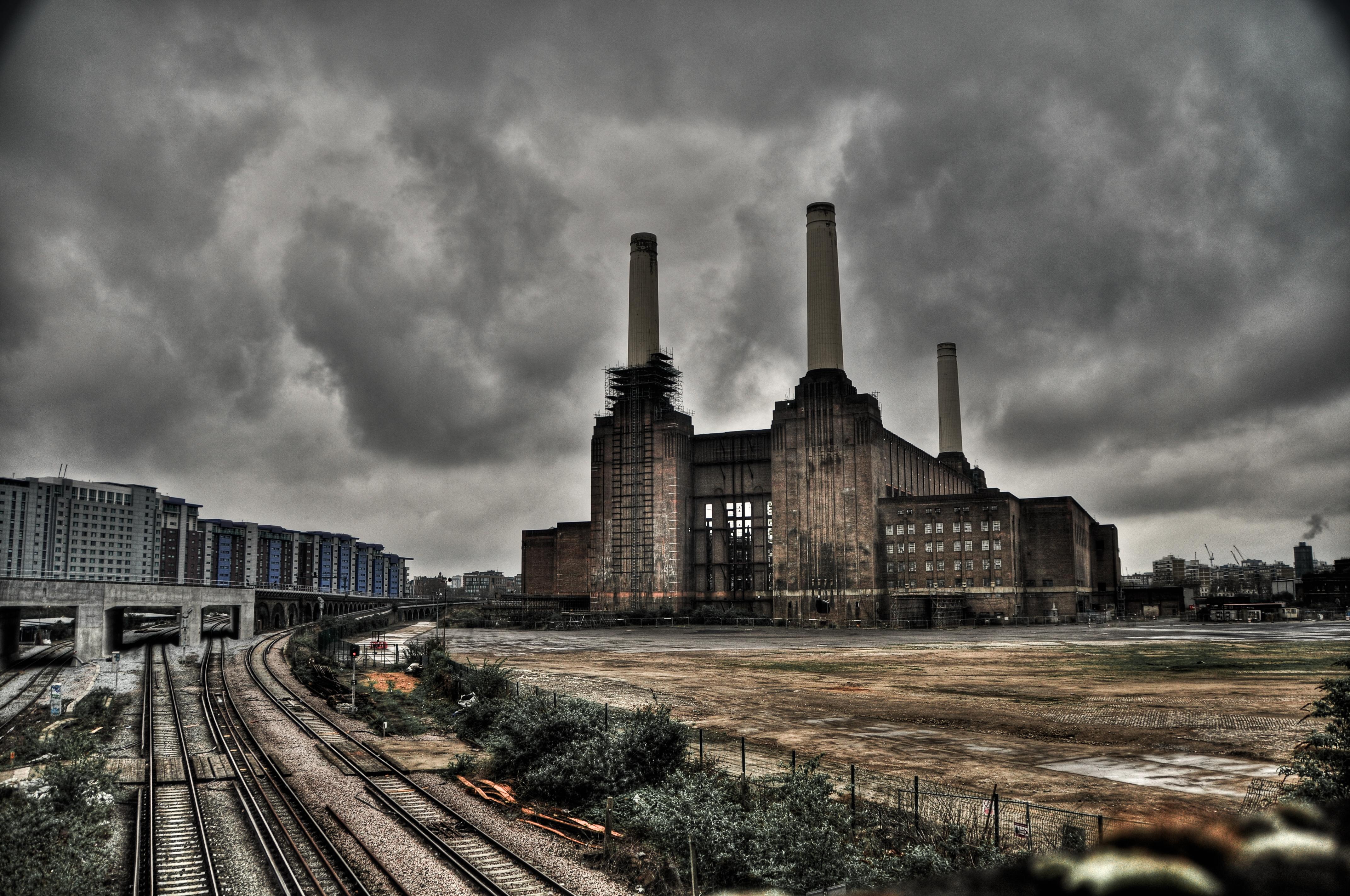File:Battersea Power Station - April 2012.jpg - Wikimedia ...