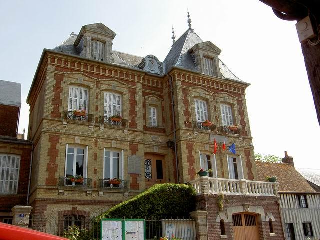 Beaumont en Auge - mairie - juin 06.jpg