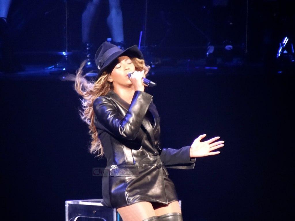 Beyonce_I_Care_Live_Montreal_2013.jpg
