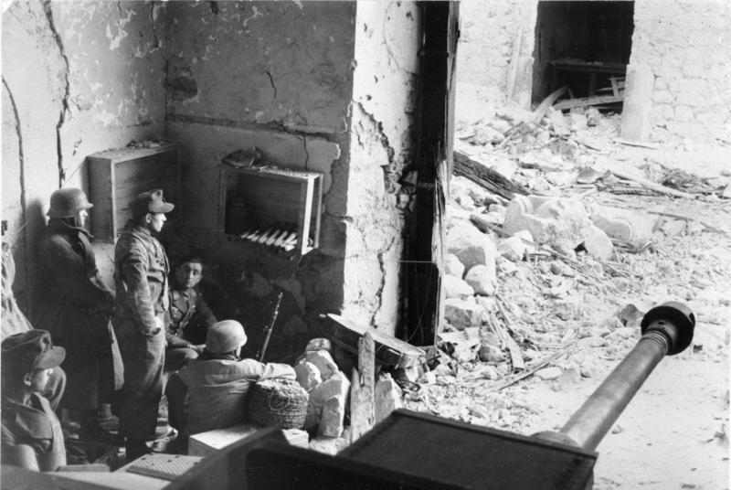 Datei:Bundesarchiv Bild 101I-578-1928-23A, Monte Cassino, Fallschirmjäger in Gebäude.jpg