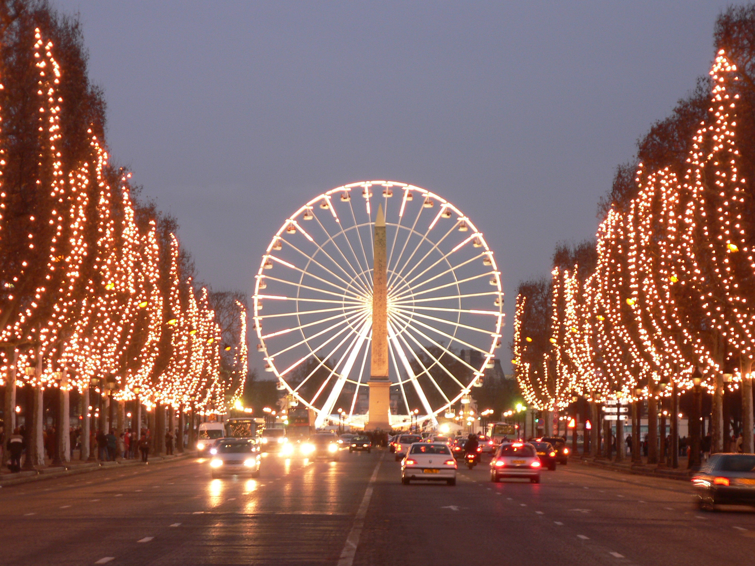 Champs elysees paris publish with glogster - H m paris champs elysees ...