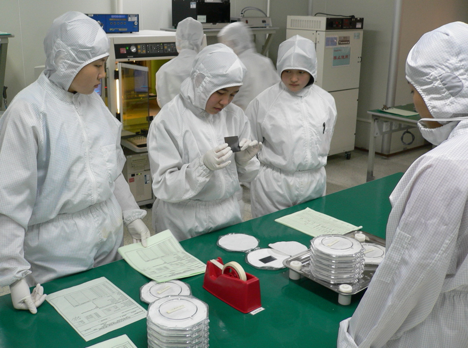 Cleanroom suit - Wikipedia
