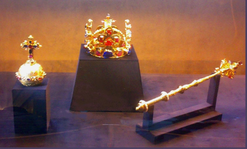 4e15f0abd3bf File Czech crown jewels.jpg - Wikimedia Commons