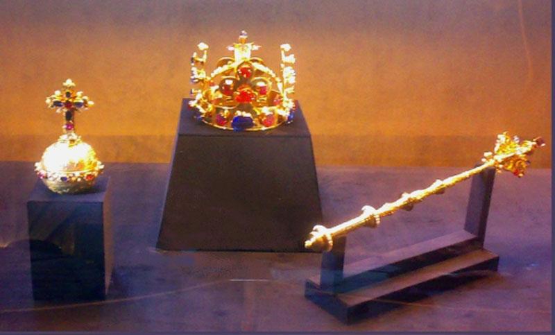 http://upload.wikimedia.org/wikipedia/commons/c/c0/Czech_crown_jewels.jpg