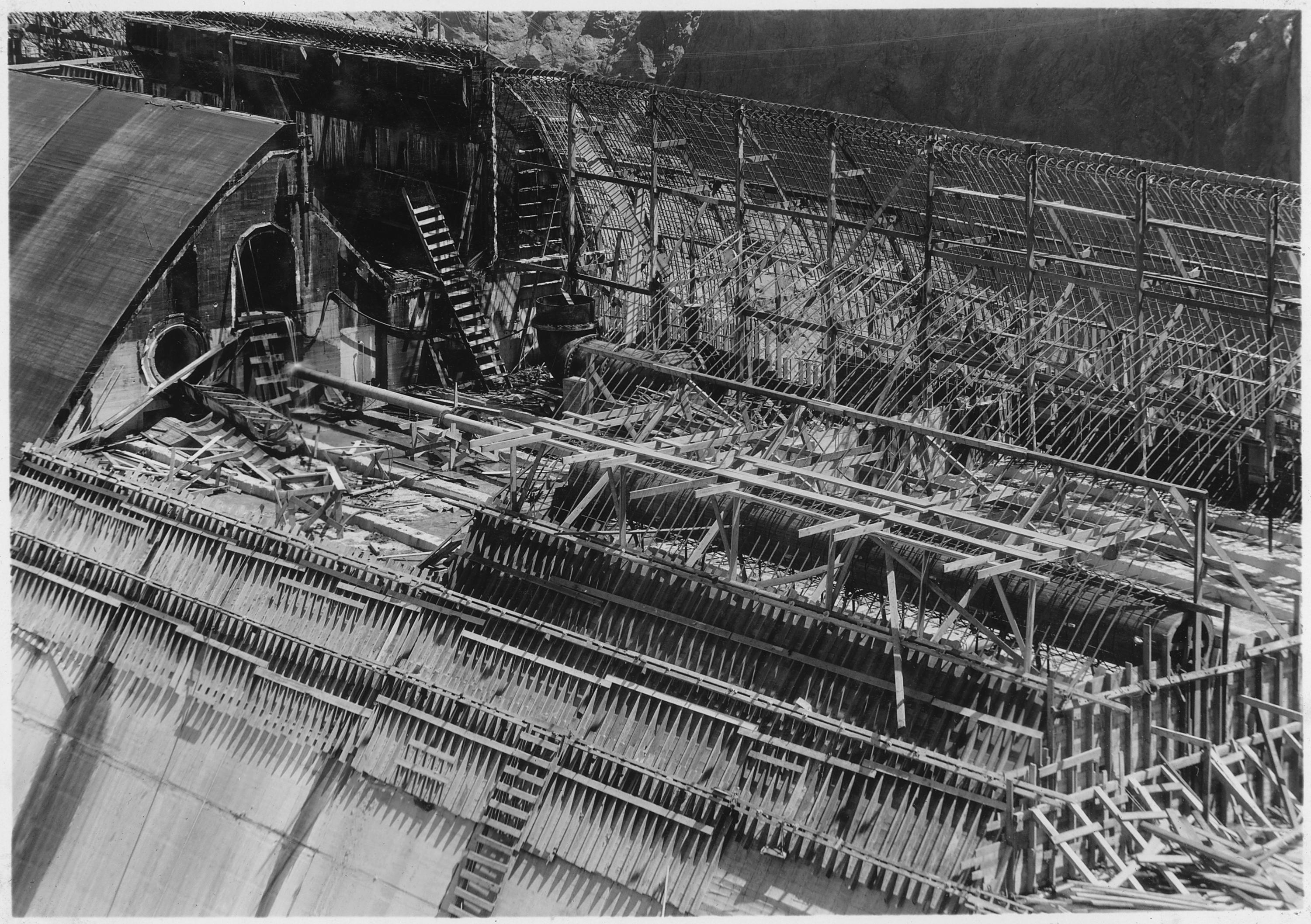 File:Detail of reinforcement and formwork in panel of overflow weir