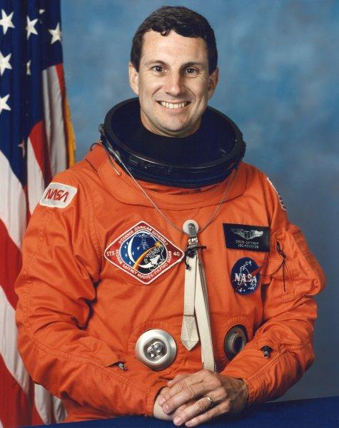 Astronaut Dr. Drew Gaffney, NASA photo (1990)Source: Wikipedia (www.jsc.nasa.gov unavailable June 2019) Drew_Gaffney.jpg