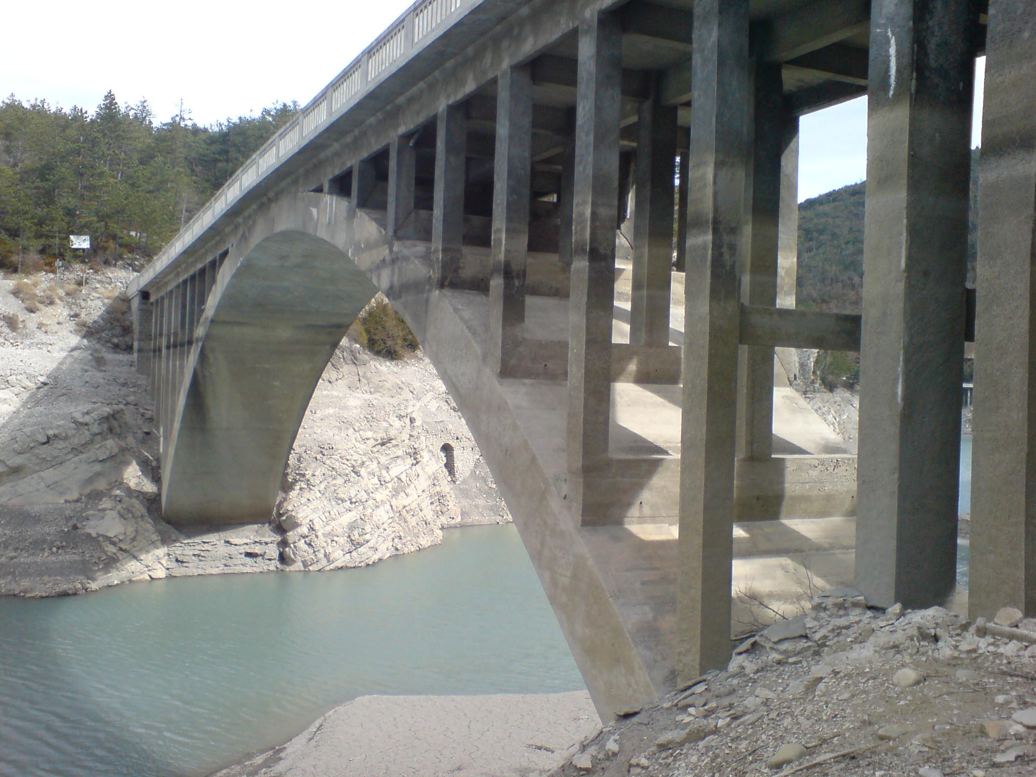 fichier entretoises du pont julien moderne jpg wikip 233 dia
