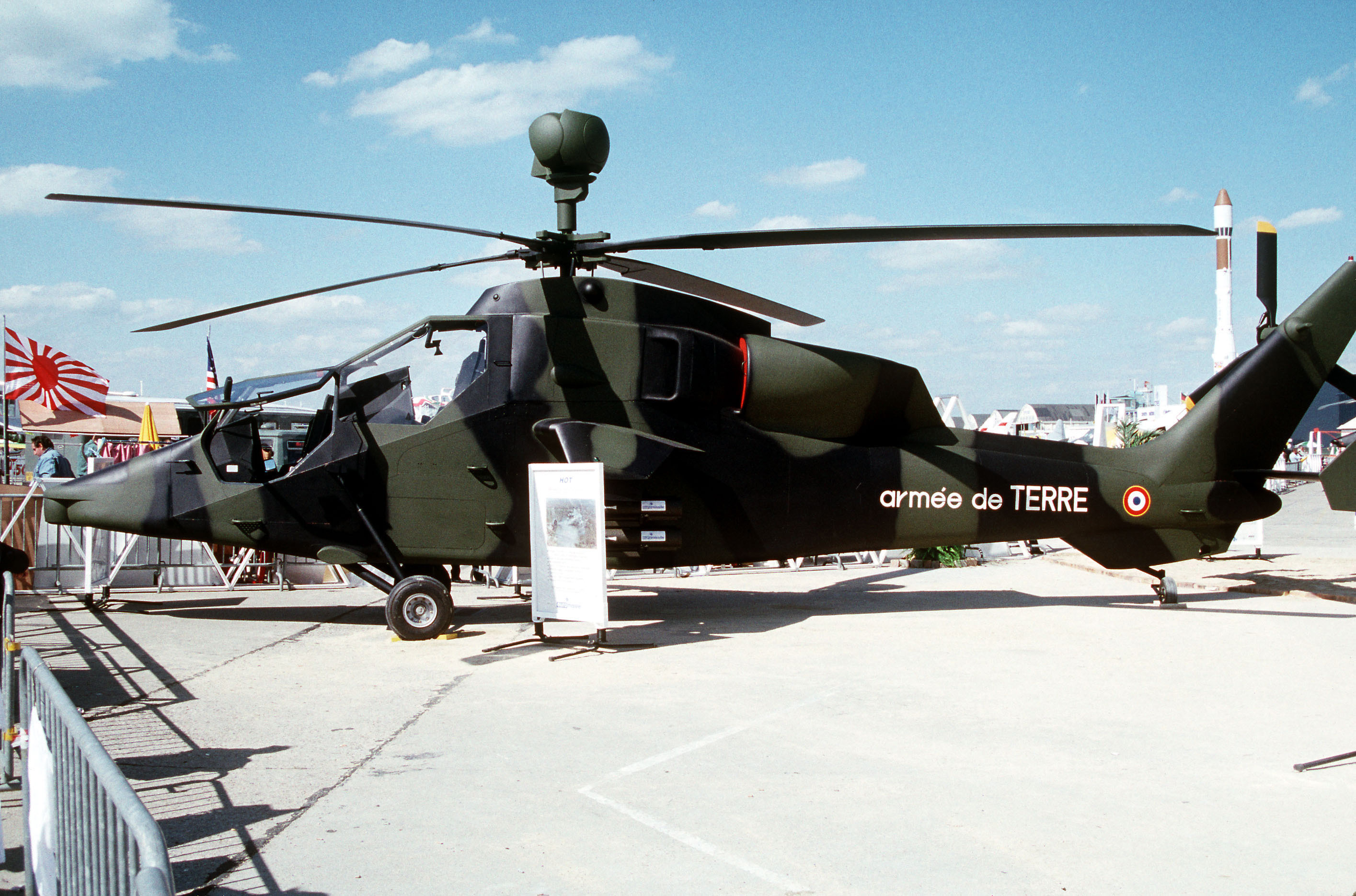File eurocopter tiger hac dn st 92 for Porte helicoptere