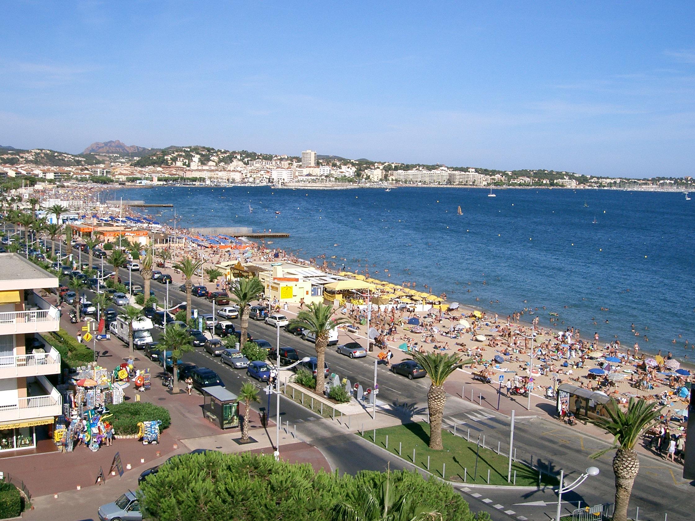 Plage - Station balnéaire - Littoral - Mer - Été - Vacances - Fréjus - France - SchoolMouv - Géographie - CM1