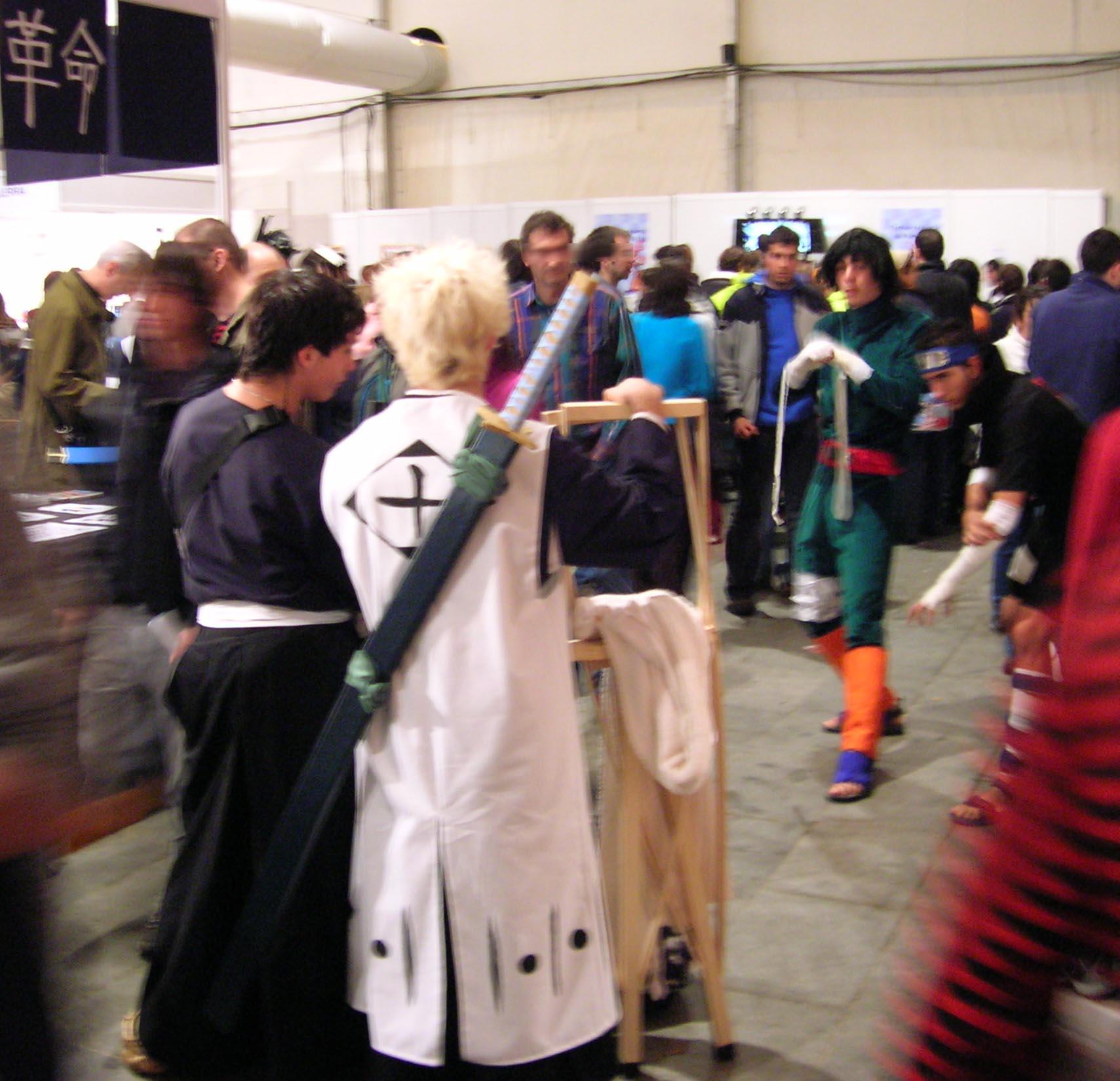 Cosplay avec des fans de Bleach et de Naruto (source : Wikipedia Common, auteur : Javier Mediavilla Ezquibela)