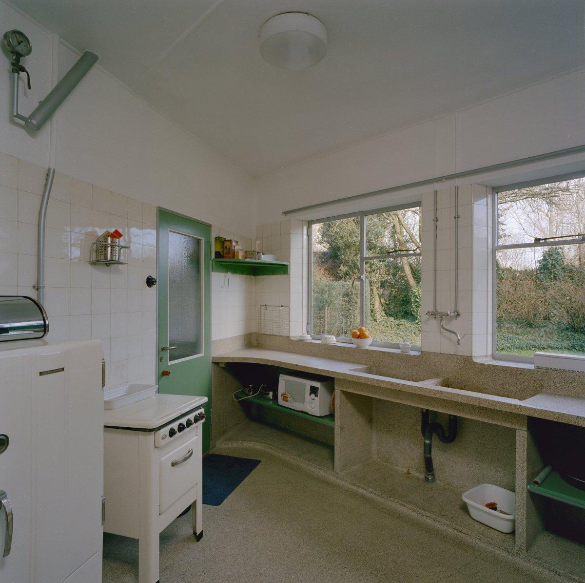 Bestand:Interieur, keuken met terrazzo aanrecht doorlopend in de ...