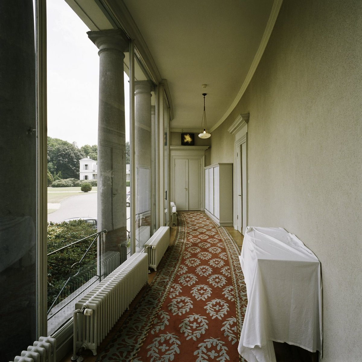 File:Interieur, overzicht van de colonnade van de Baarnse vleugel ...