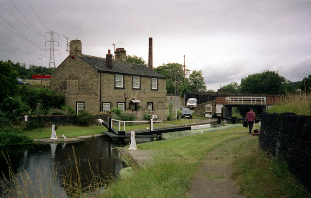 Junction Lock No 1, Huddersfield Broad Canal - geograph.org.uk - 789417