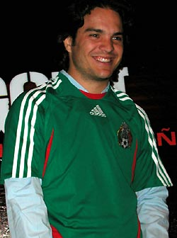 English: Kuno Becker with Mexico Soccer Jersey...