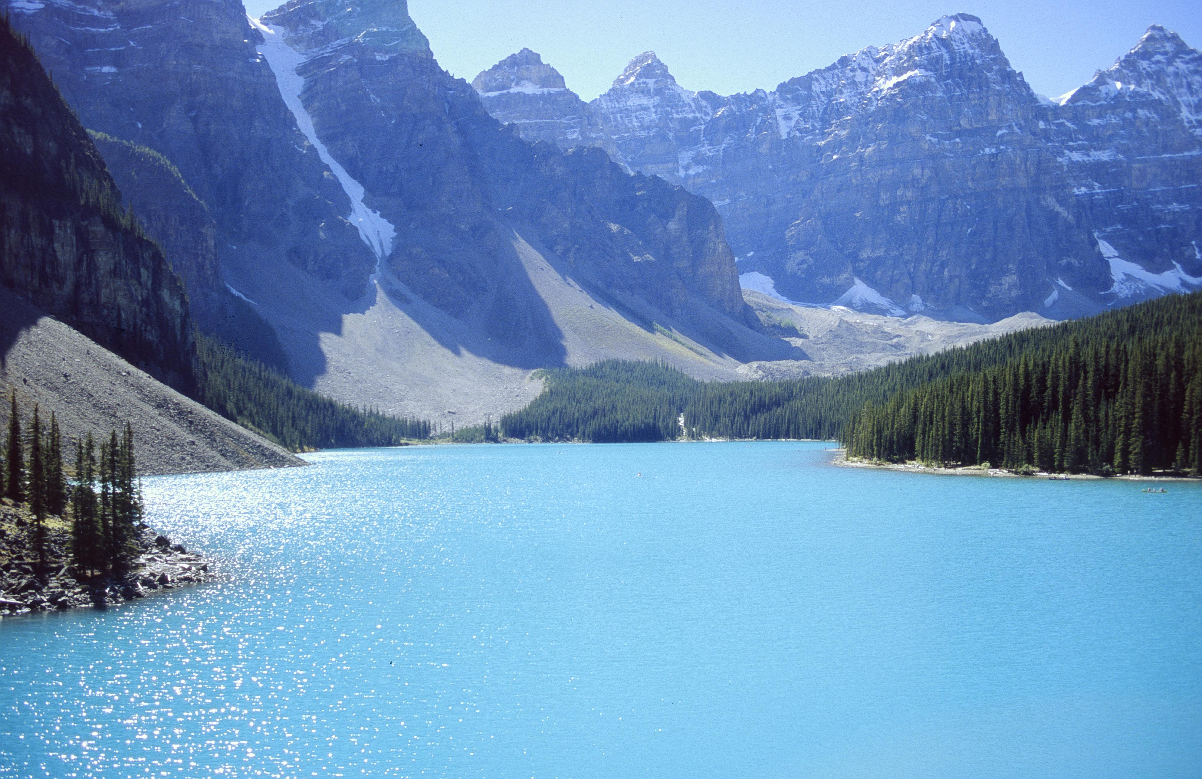http://upload.wikimedia.org/wikipedia/commons/c/c0/LakeMoraine.jpg