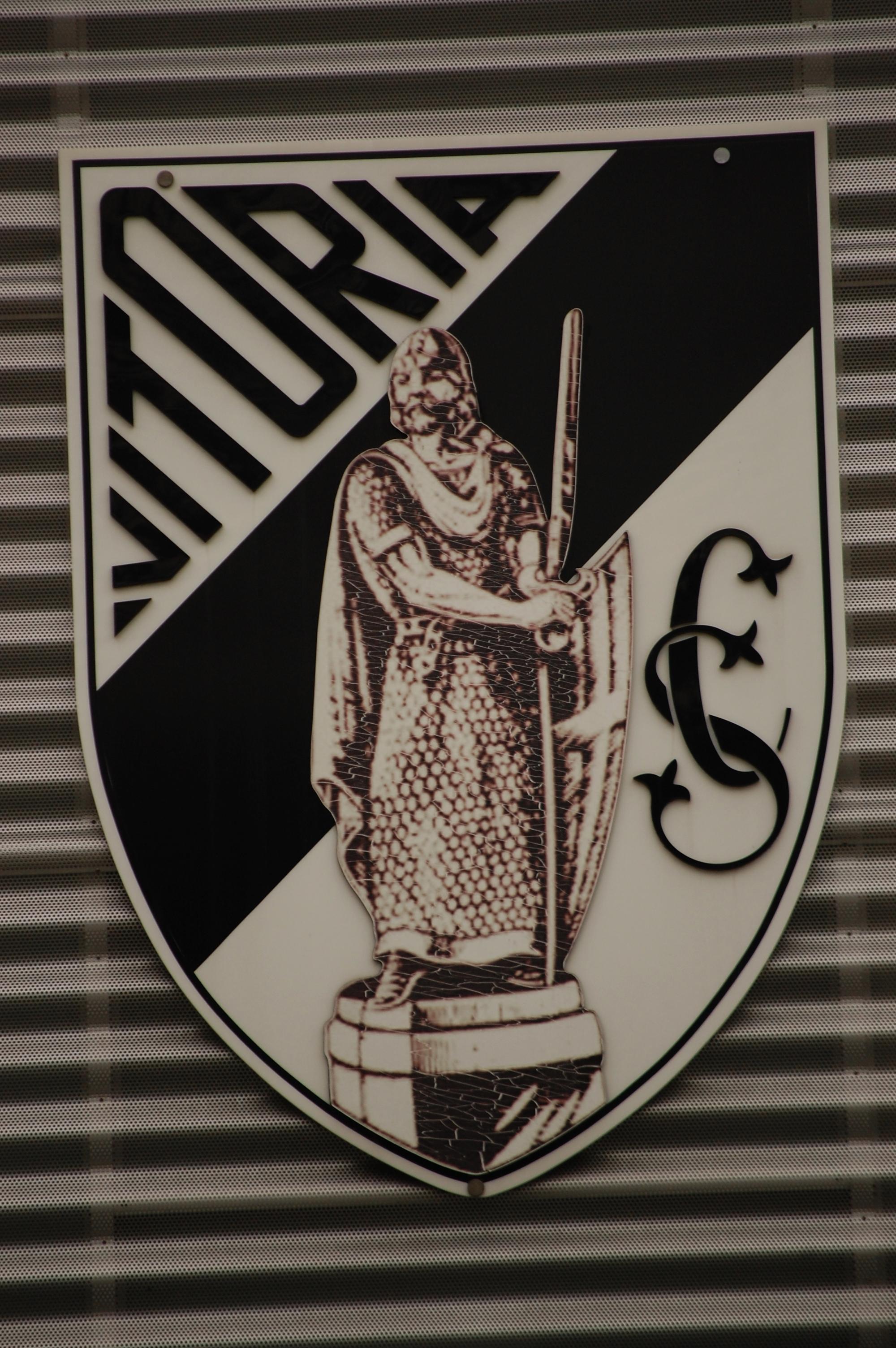 File Logo do Vitória Sport Club no Estádio D. Afonso Henriques.JPG ... 7615c5f9772aa