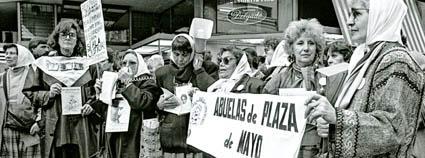 Archivo Madres Y Abuelas De Plaza De Mayo Jpg Wikipedia La Enciclopedia Libre