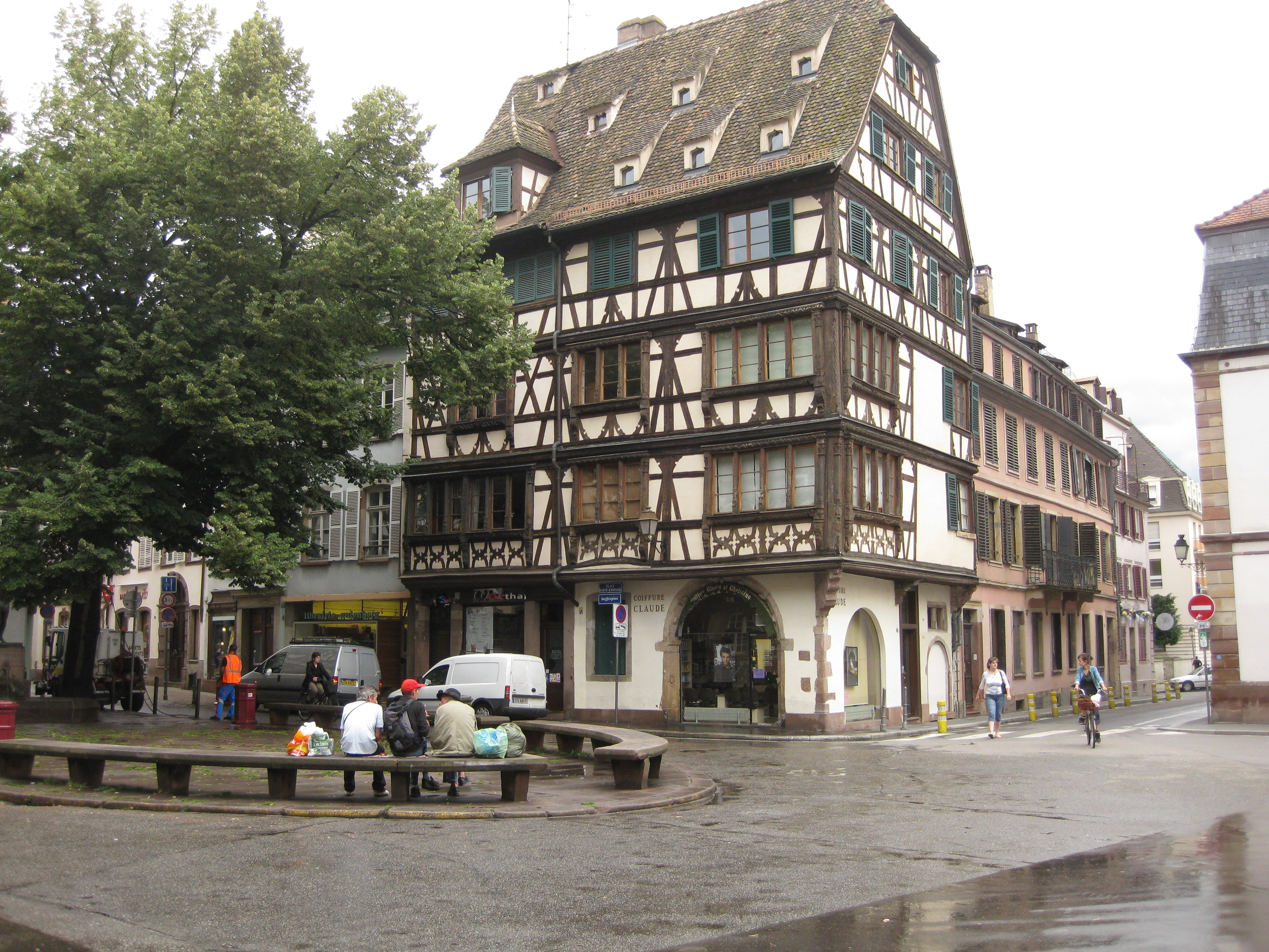 File:Maison, 11 place Saint-Étienne, Strasbourg.jpg - Wikimedia Commons