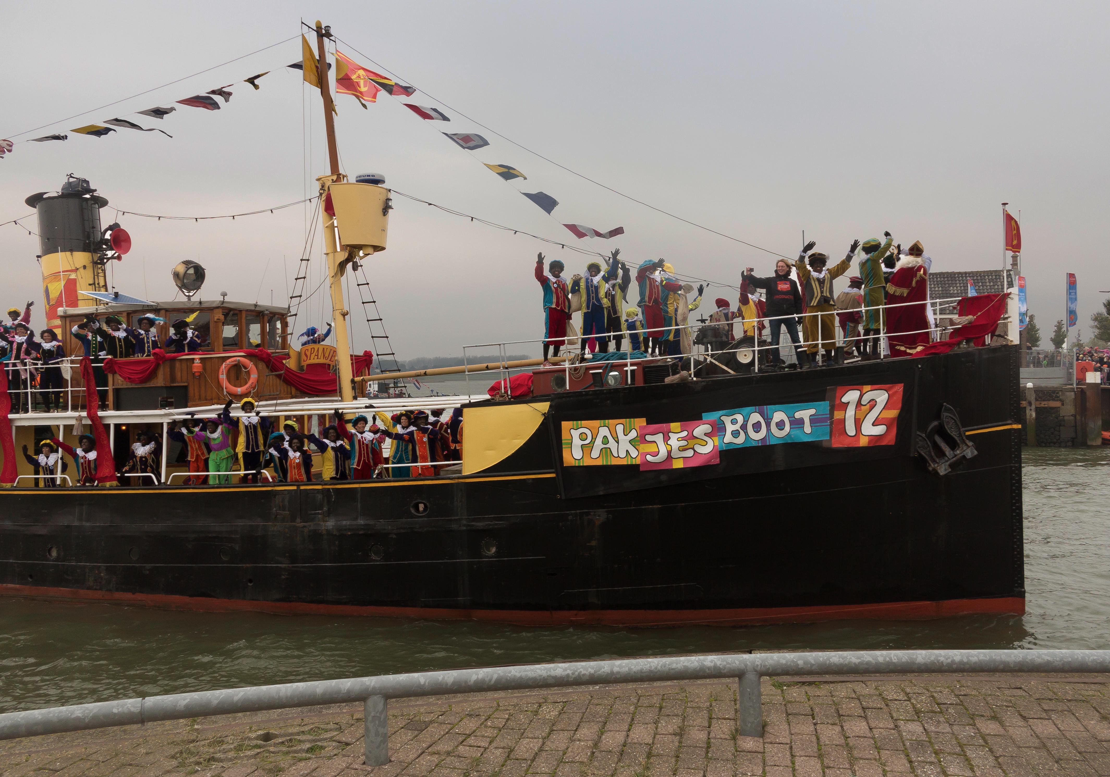 Bestand Nationale Intocht Sinterklaas In Maassluis De Pakjesboot Img 4628 2016 11 12 11 48 Jpg Wikipedia