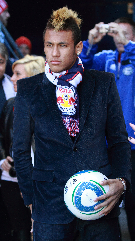 File Neymar Visiting Red Bull Arena Jpg Wikimedia Commons
