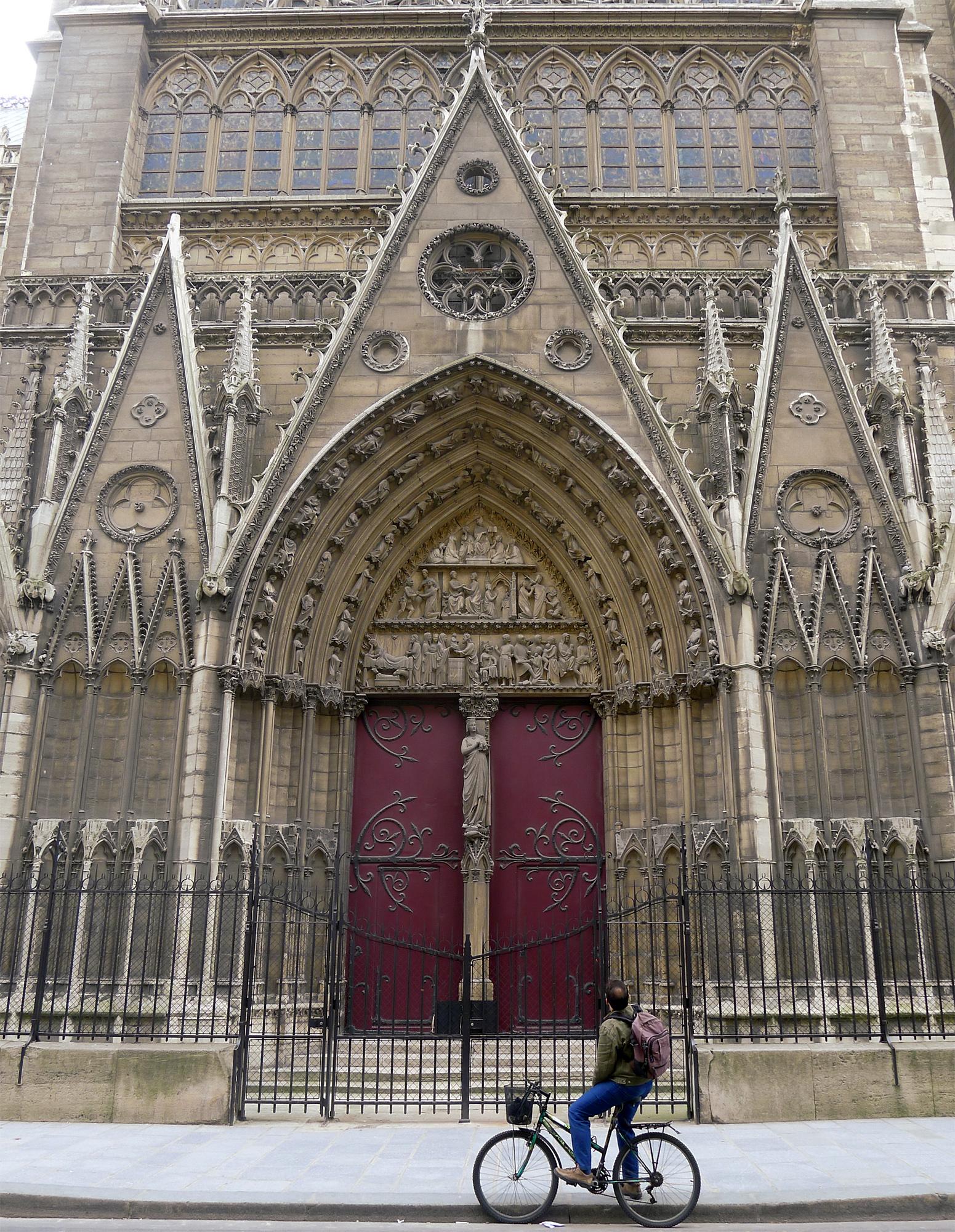 Filep1170435 Paris V Notre Dame Portail Du Cloître Rwkjpg