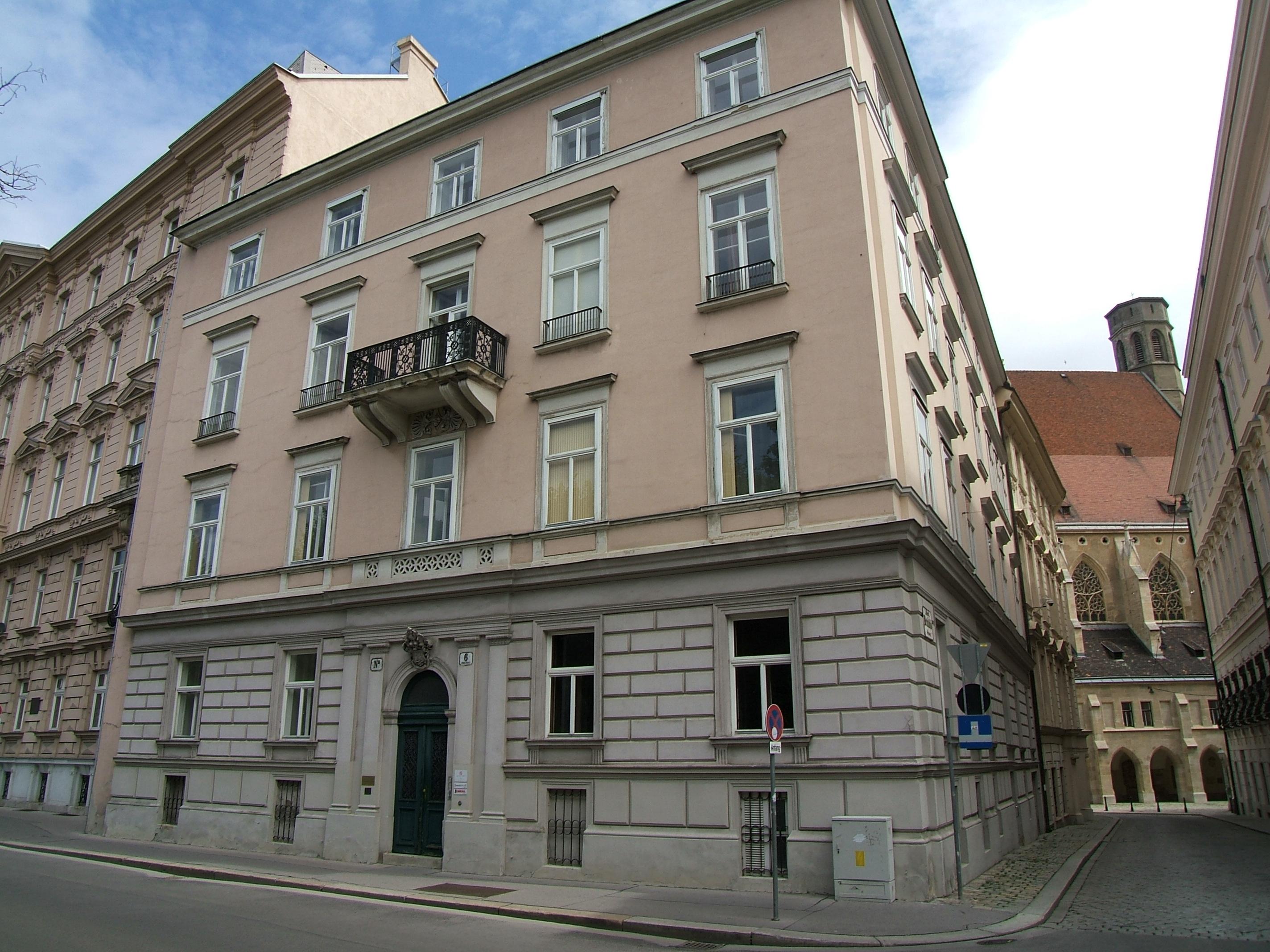 Palais Montenuovo-Löwelstraße 6.JPG