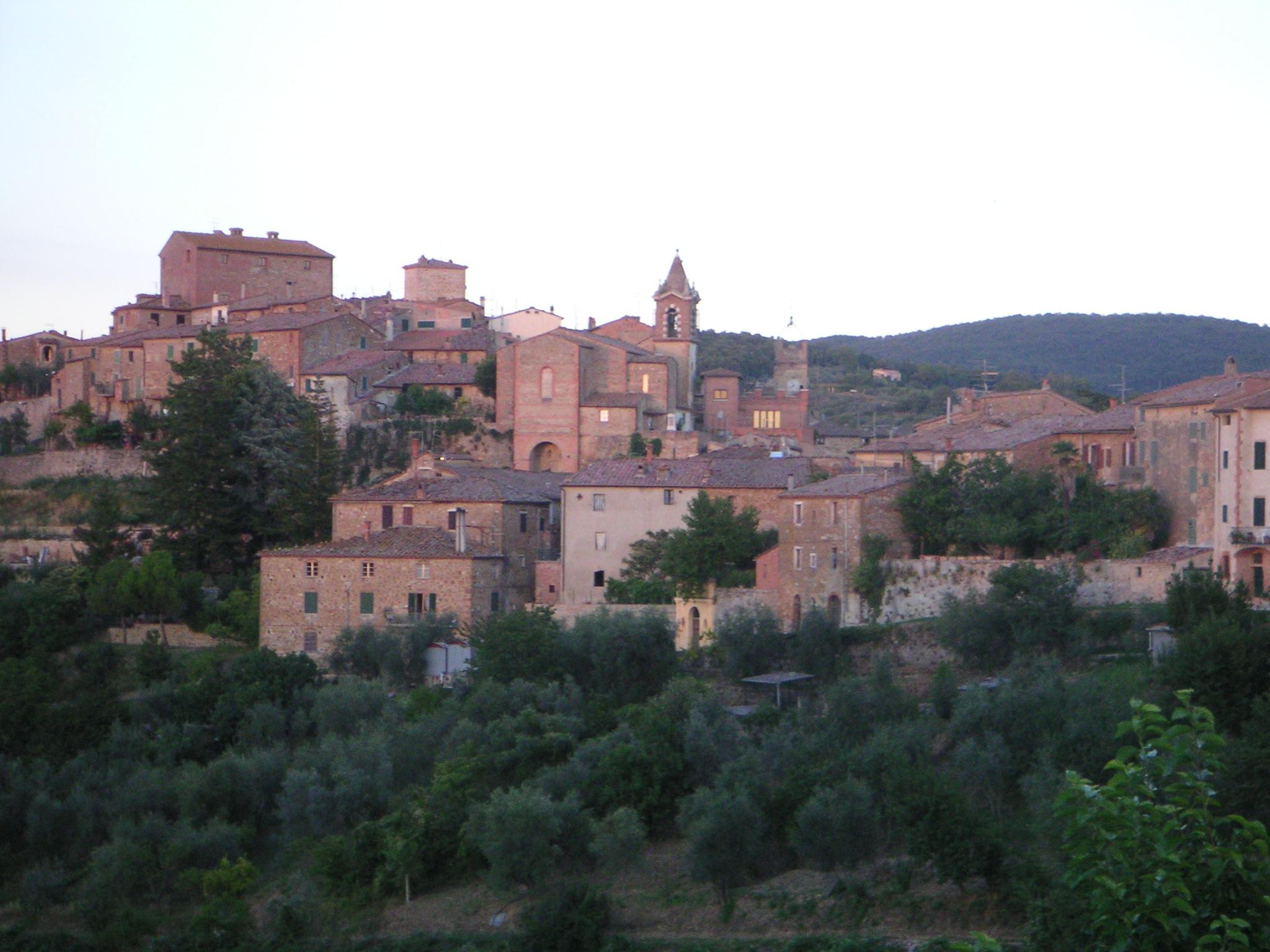 Panorama di Montisi da via degli Ortali